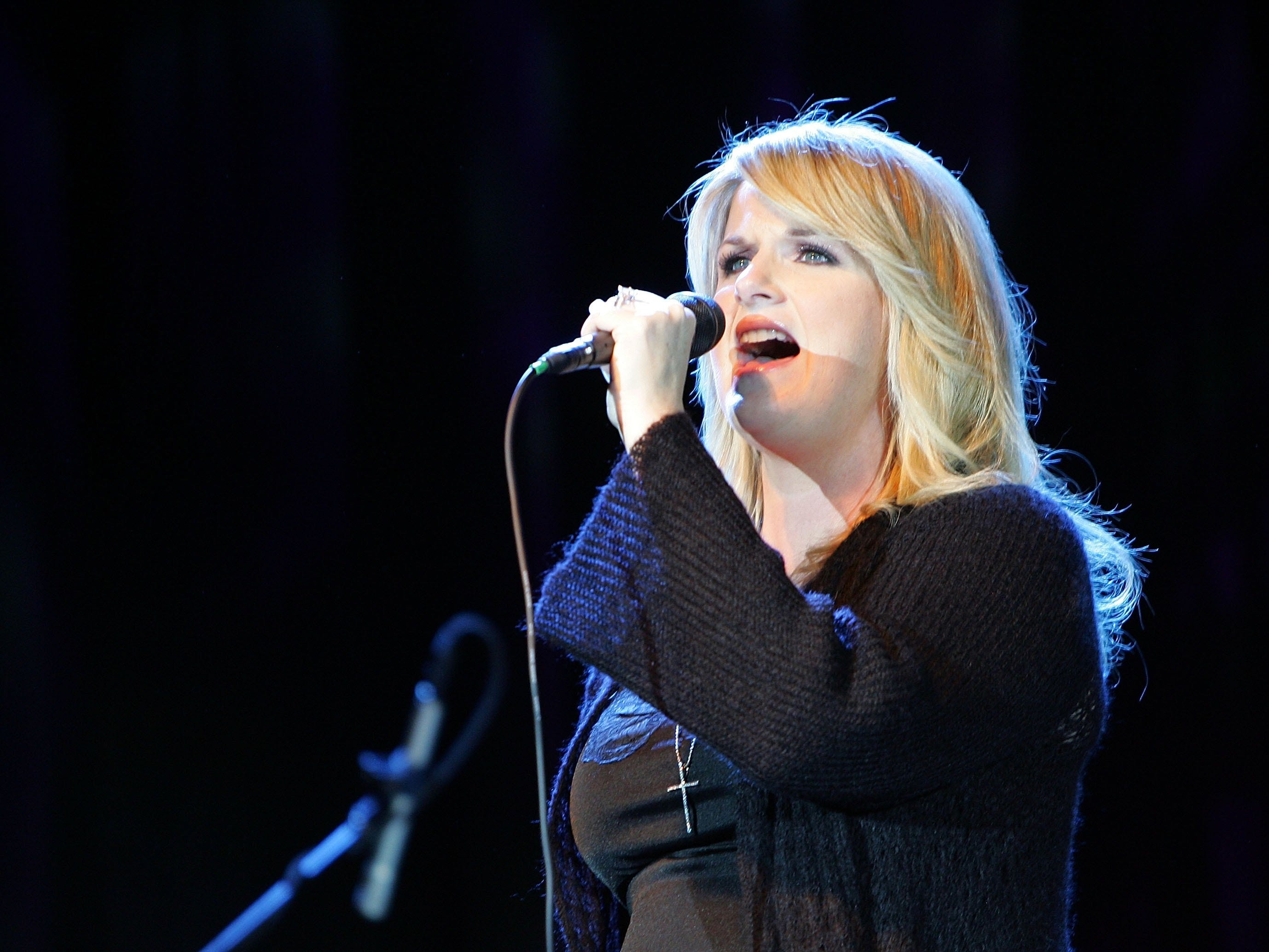 Trisha Yearwood performs during the All-Star Benefit for Garth Brooks' Teammates for Kids Foundation at the Hyatt Regency Dallas January 22, 2007 in Dallas, Texas.
