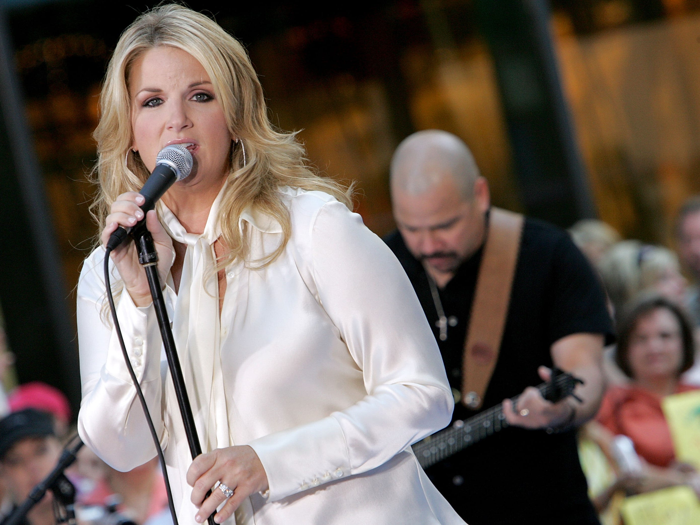 """Trisha Yearwood performs during the Toyota Concert Series on the """"Today"""" show September 2, 2005 in New York City."""