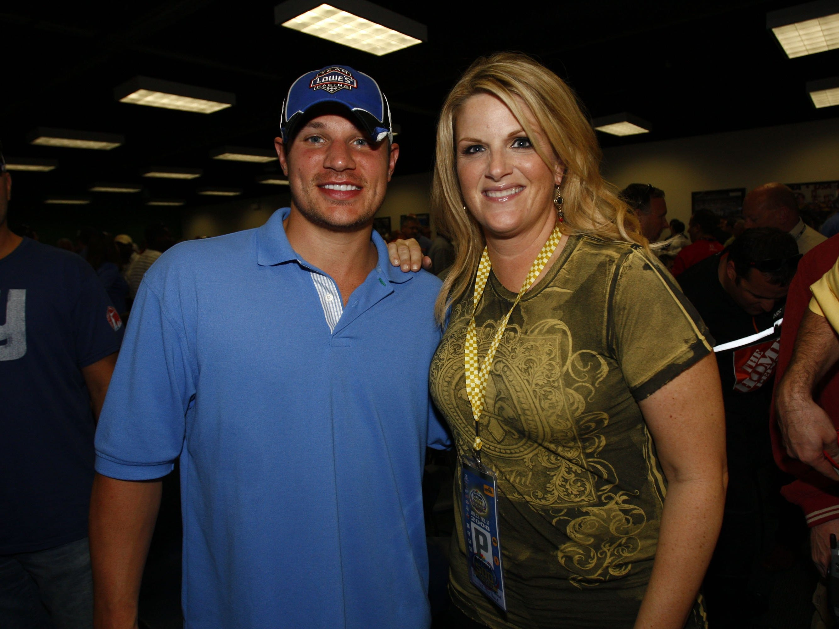 Trisha Yearwood with Nick Lachey prior to the running of the NASCAR Sprint Cup Series Daytona 500 at Daytona International Speedway on February 17, 2008 in Daytona Beach, Florida.