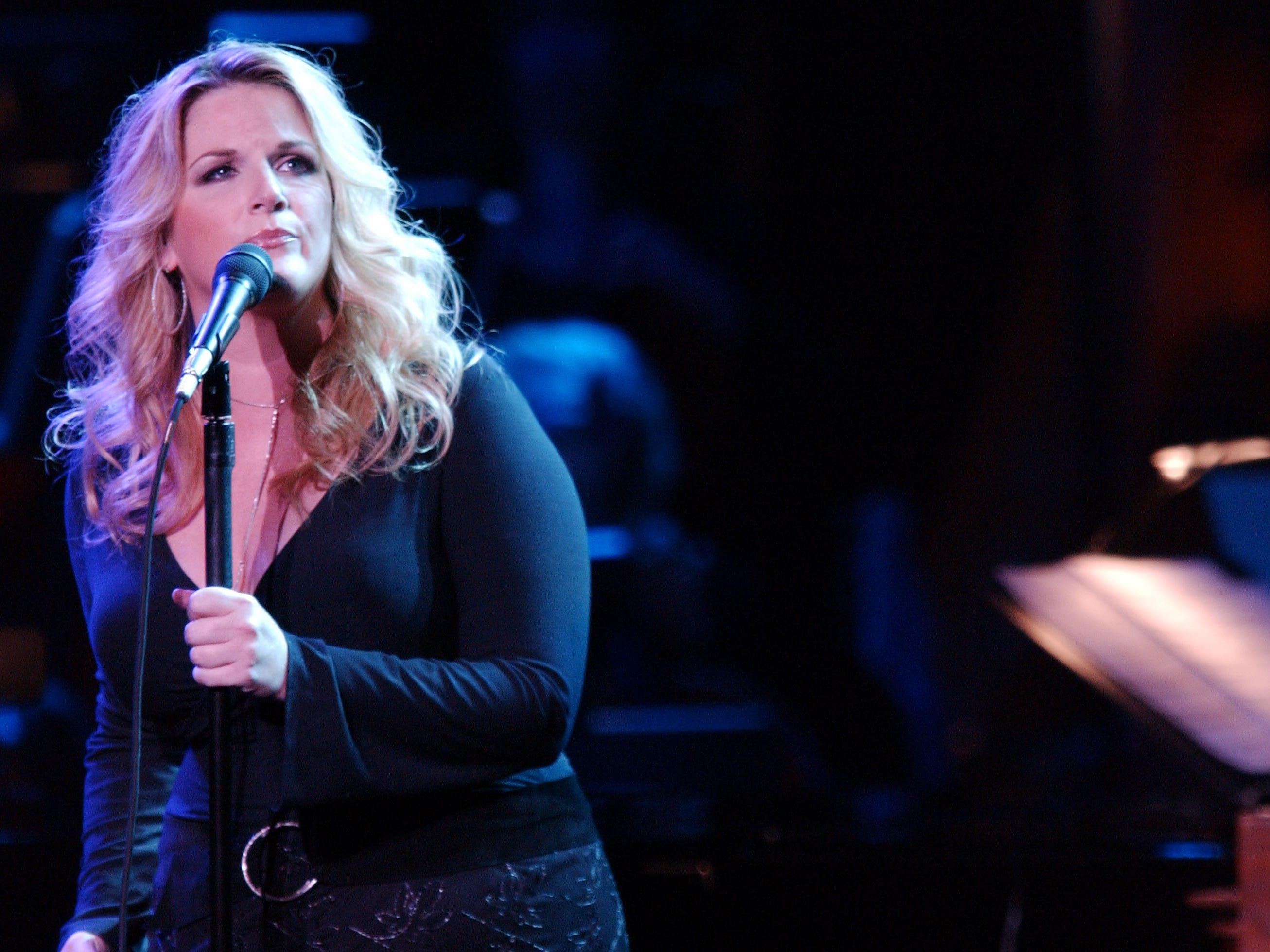 """Trisha Yearwood performs at the """"Stormy Weather 2002"""" concert at the Wiltern Theatre on November 13, 2002 in Los Angeles, California."""