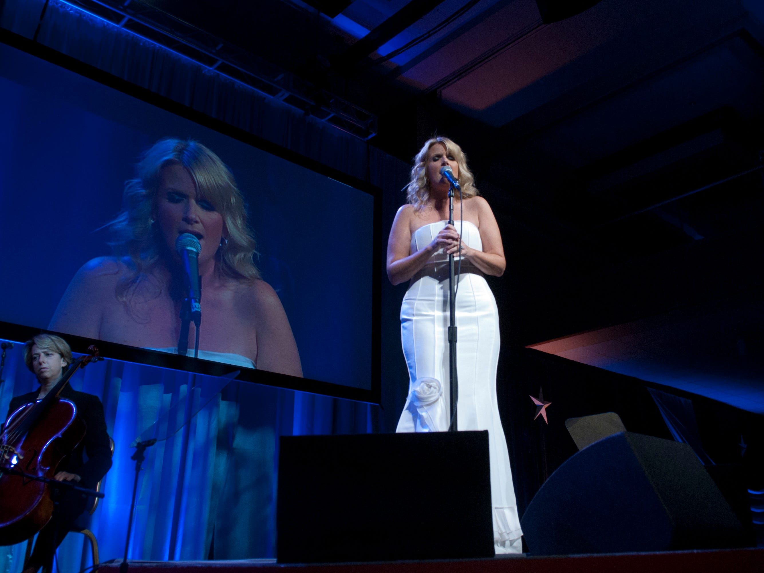 Trisha Yearwood performs during the 2010 USO Gala at Marriot Wardman Park Hotel on October 7, 2010 in Washington DC. (Photo by Kris Connor/Getty Images)