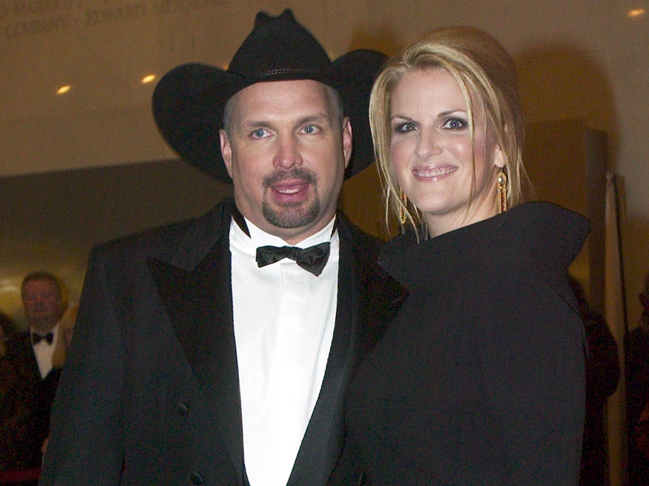 Garth Brooks and Trisha Yearwood arrive at the Kennedy Center Honors December 7, 2003 in Washington, DC.