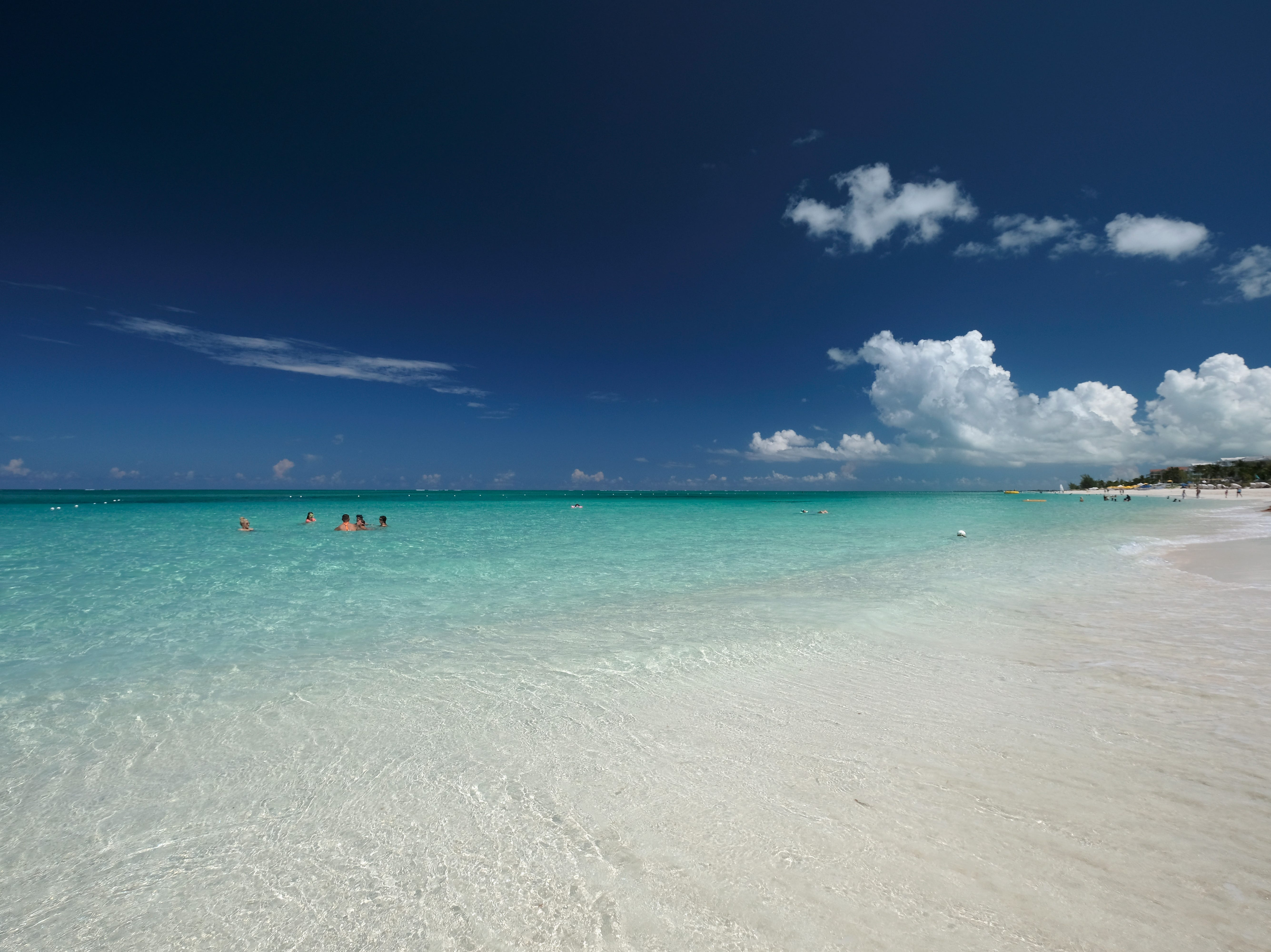 Ubicada al noreste de la isla Providenciales, esta playa de arena blanquísima y agua transparente se ha convertido en la postal favorita de las islas Turcos y Caicos.
