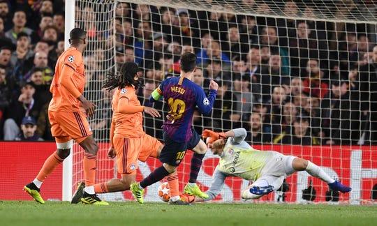 Messi fue la clave en el triunfo del Barcelona sobre el Lyon.