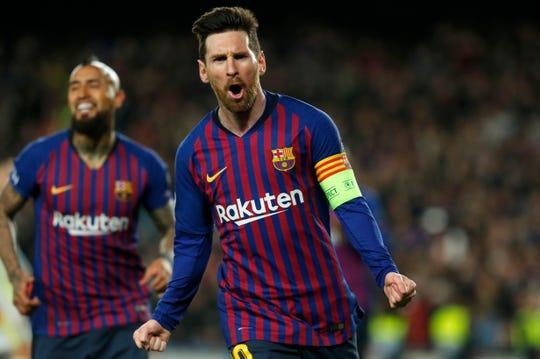 Messi celebra uno de sus goles ante el Lyon.