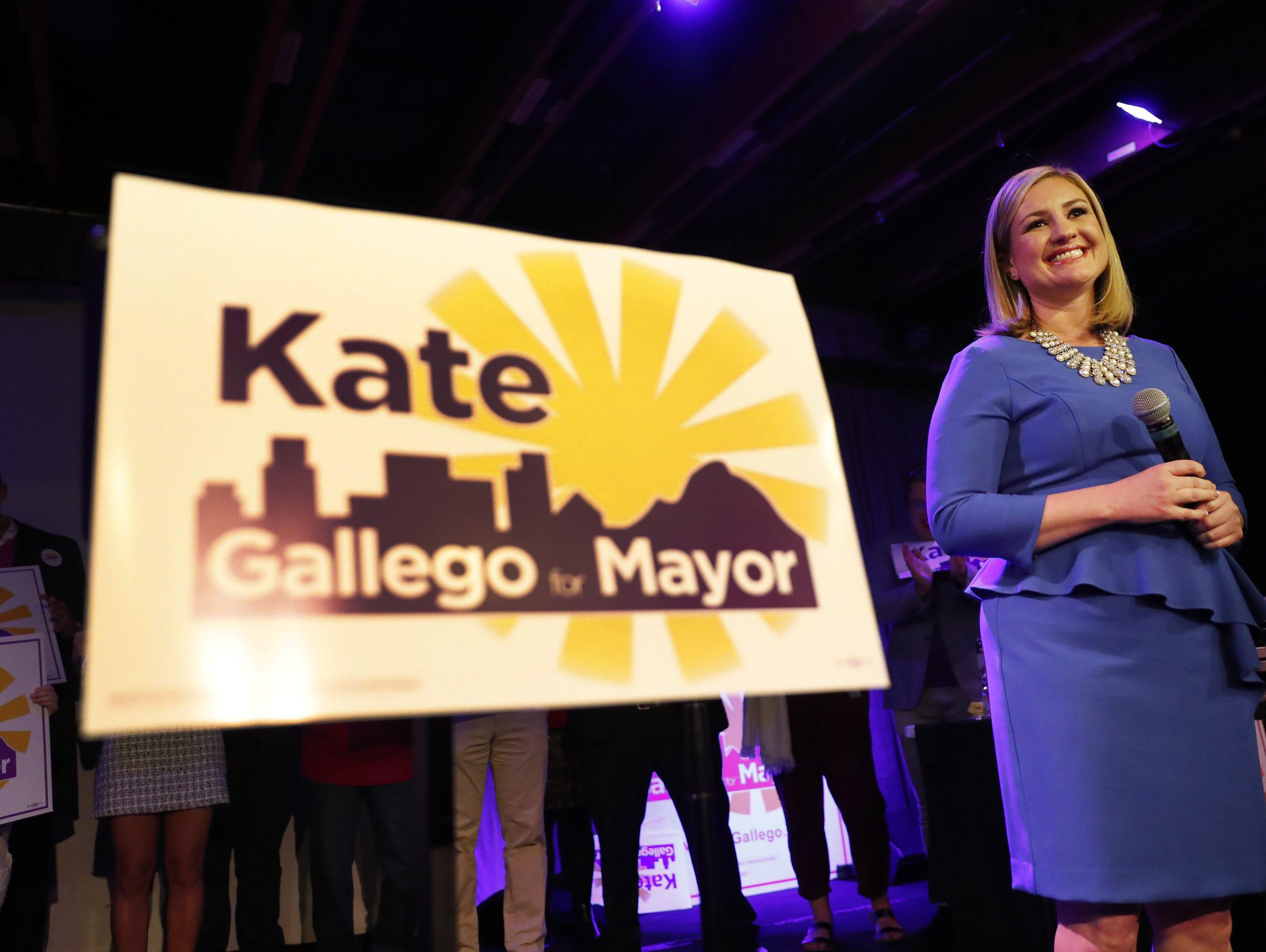 Kate Gallego celebra la victoria junto a sus partidarios en el Crescent Ballroom, tras ganar la contienda para alcalde de Phoenix. Ella superó por un amplio margen a Daniel Valenzuela para convertirse en la 2da alcaldesa en la historia de Phoenix