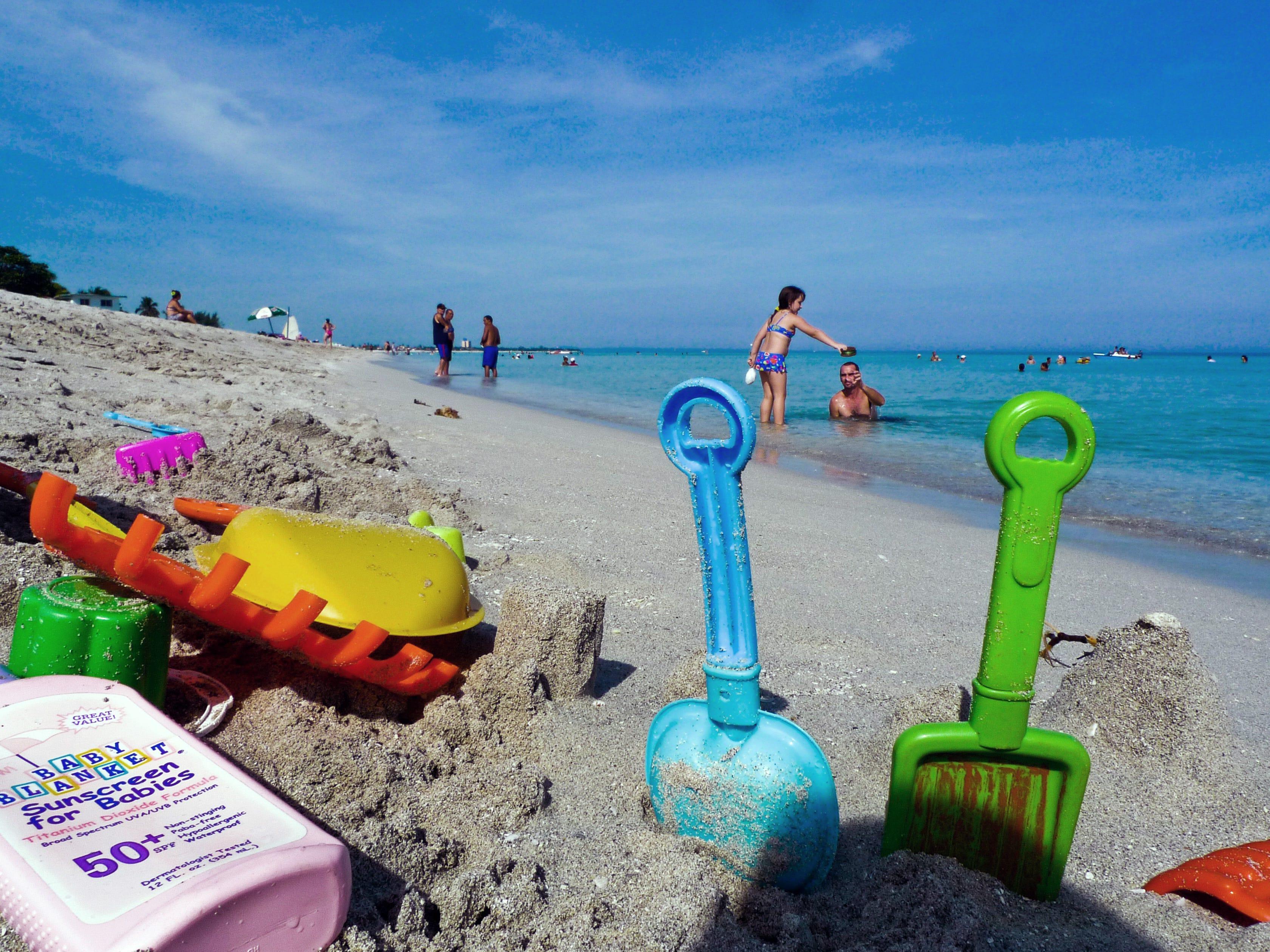 Más de 20 kilómetros de arena blanca y agua cristalina, le valen a esta playa su puesto como la segunda mejor del mundo. Sus aguas son ideales para practicar esnórquel y buceo.