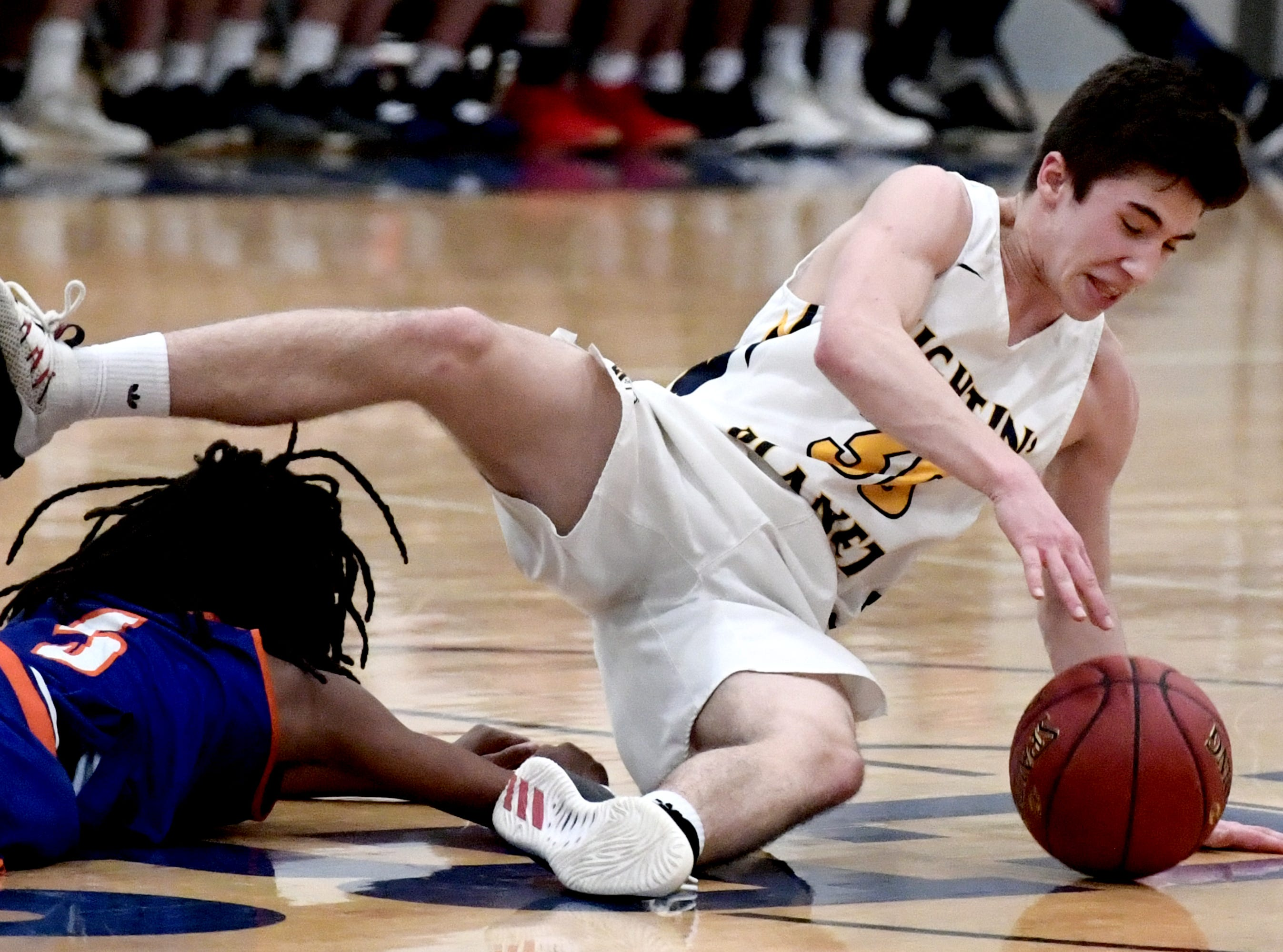 York High loses 60-59 to Mars in a PIAA Class 5-A second-round state boys' basketball playoff game at Holidaysburg High School in Blair County Tuesday, March 12, 2019. Bill Kalina photo
