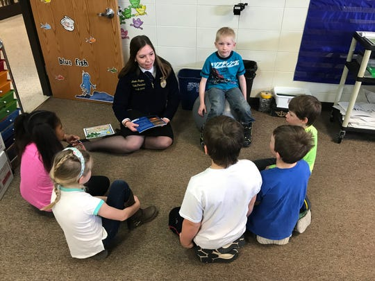 Wisconsin FFA President Amelia Hayden talks to second grade students about agriculture.