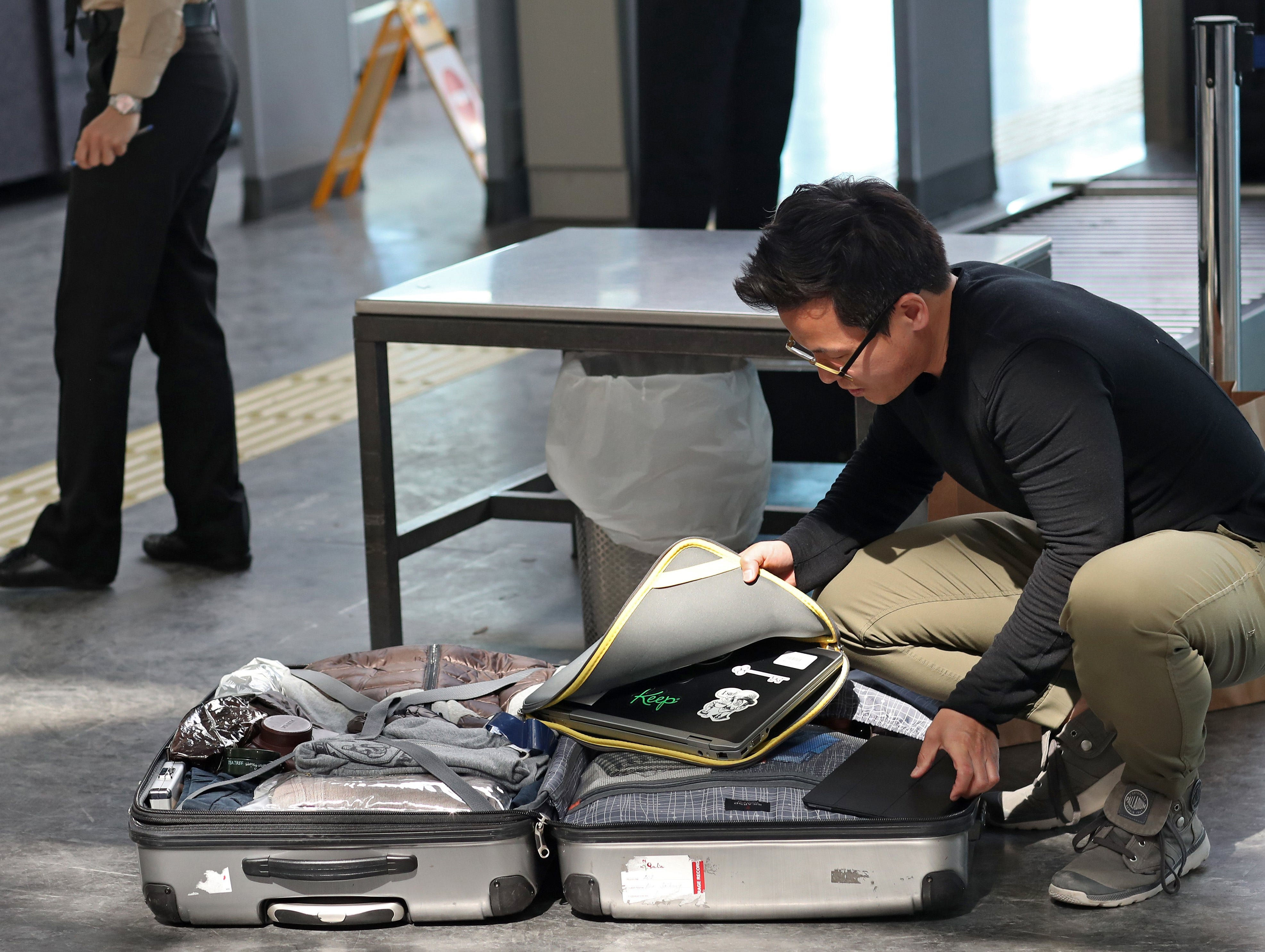 epa05997395 (FILE) - Passengers open their luggage and show their electronic equipment at security point at the Ataturk Airport, in Istanbul, Turkey, 22 March 2017 (reissued 29 May 2017). According to reports from 29 May 2017, US Homeland authorities are considering to expand a general laptop ban on all international flights to and from the USA.  EPA/SEDAT SUNA *** Local Caption *** 53402871 ORG XMIT: SDT01