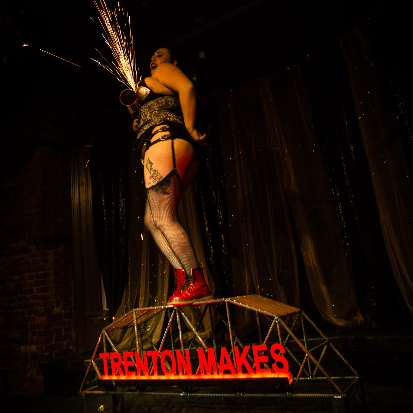 Burlesque: Beauty in every single body on modern stages