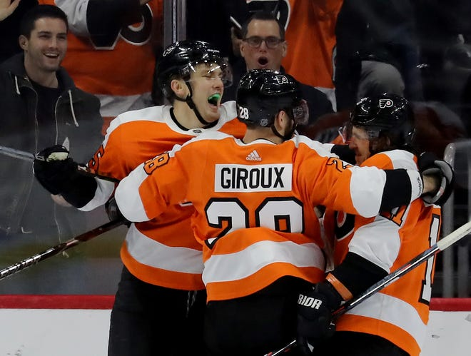 James van Riemsdyk, left, led the Flyers with eight power-play goals entering Thursday's game against Washington.