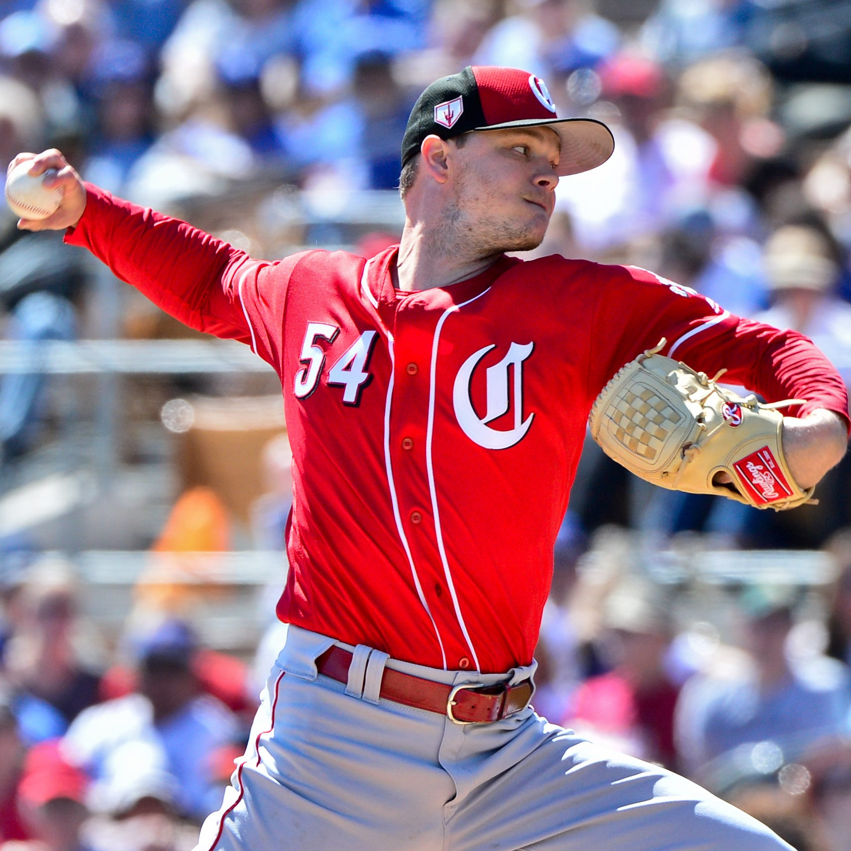 Sonny Gray pitches 3 perfect innings as Cincinnati Reds tie Los Angeles Dodgers