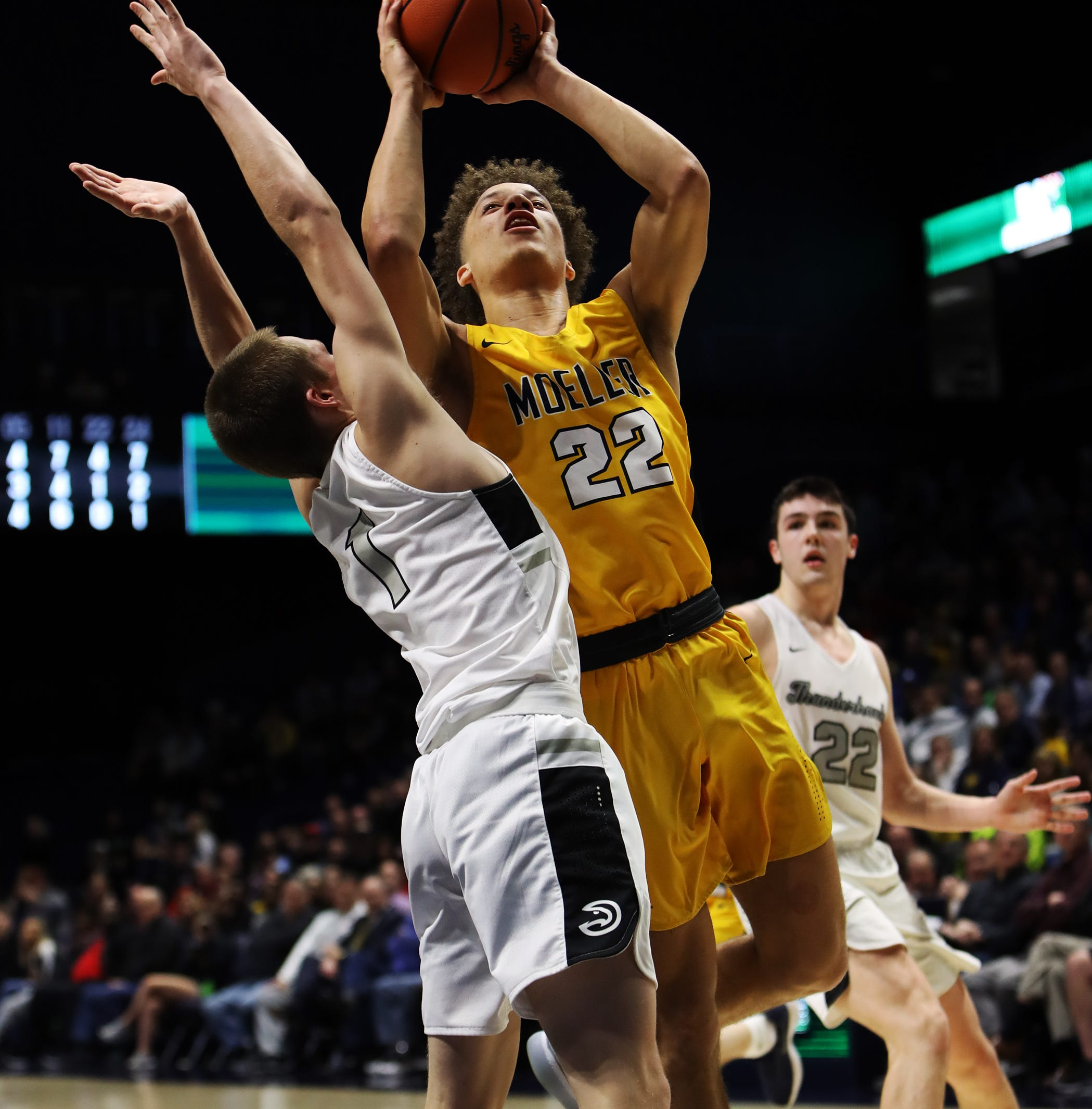 Moeller High School basketball handles Lakota East in Division I regional semifinal, 47-33