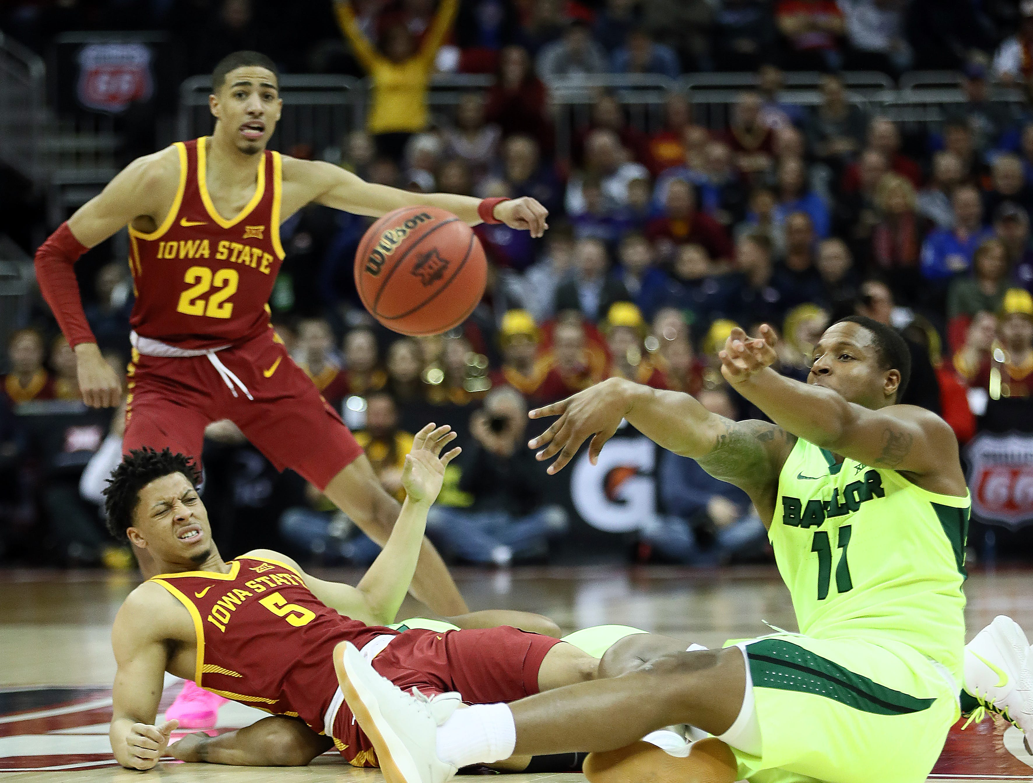 KANSAS CITY, MISSOURI - MARCH 14:  Mark Vital #11 of the Baylor Bears passes over Lindell Wigginton #5 of the Iowa State Cyclones after recovering a loose ball during the quarterfinal game of the Big 12 Basketball Tournament at Sprint Center on March 14, 2019 in Kansas City, Missouri. (Photo by Jamie Squire/Getty Images)