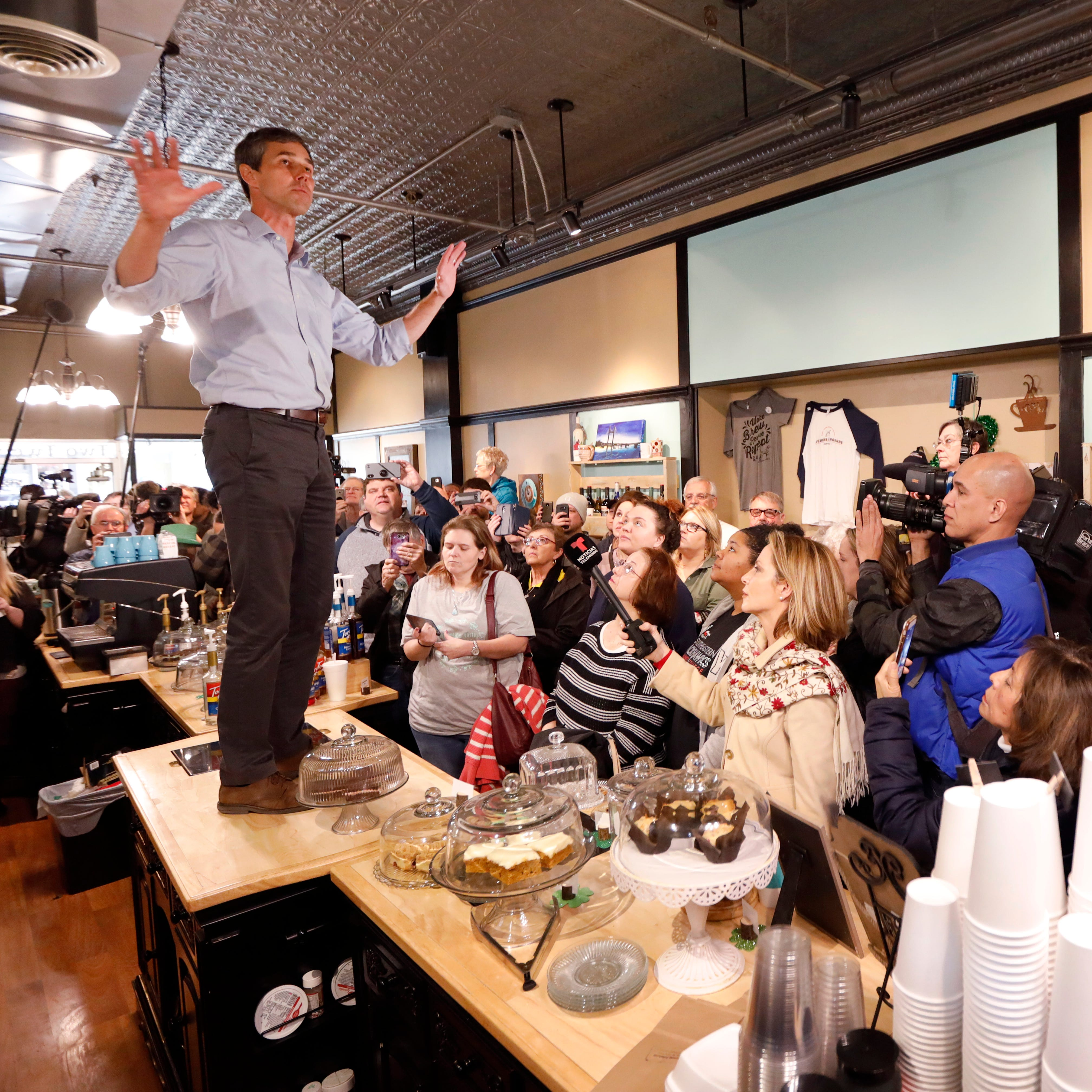 Beto O'Rourke, hours after announcing presidential run, holds high-energy, packed meetings with Iowans