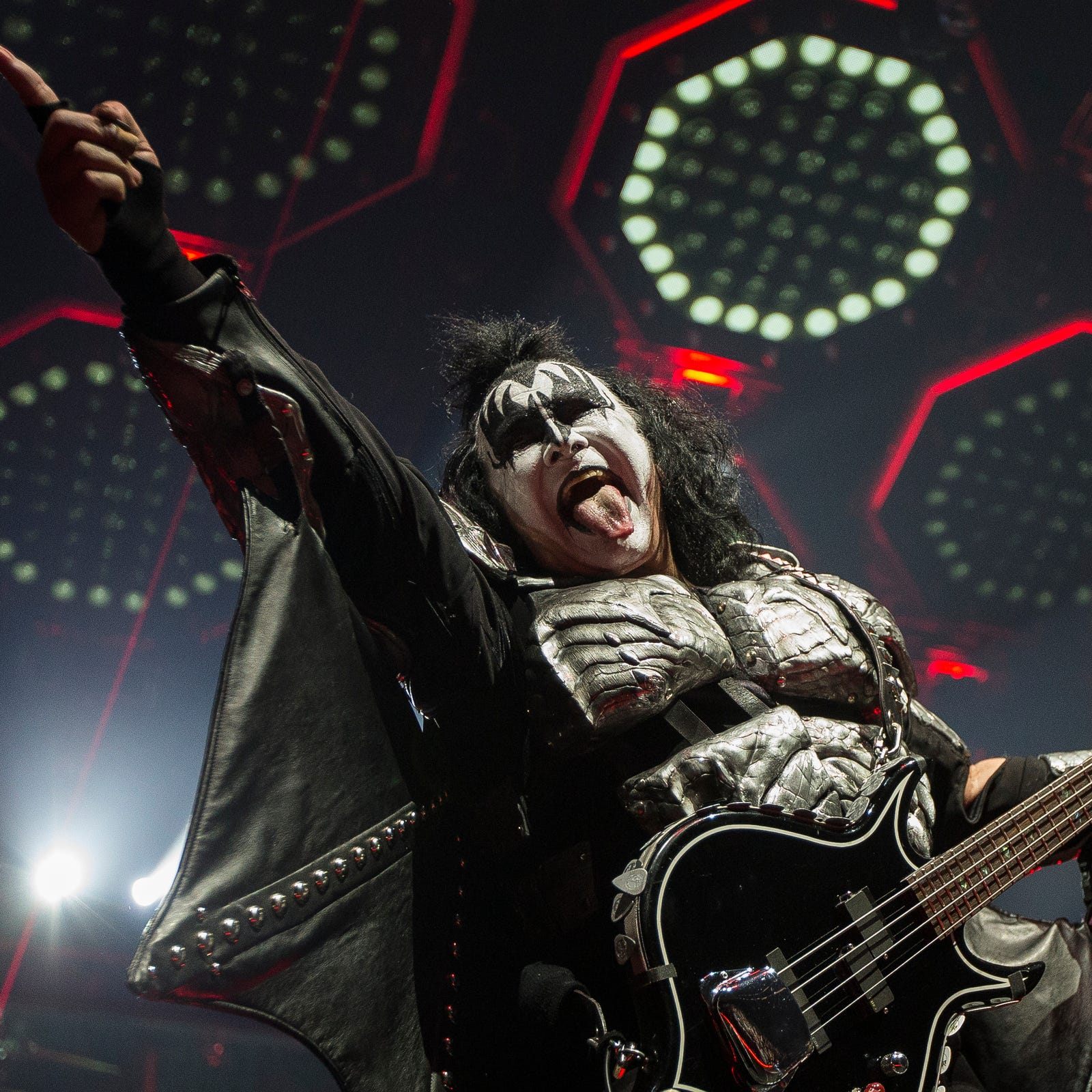 Kiss comes in with fire, ends with a bang, as band's farewell tour hits Detroit