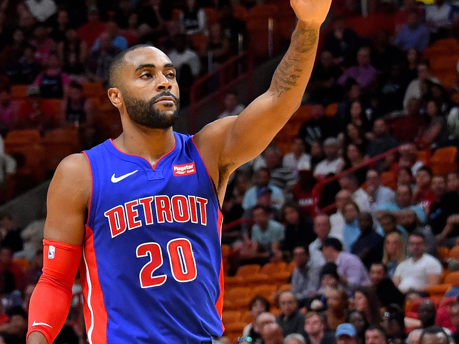 Detroit Pistons guard Wayne Ellington (20) waves to the crowd during the first half against the Detroit Pistons at American Airlines Arena on March 13, 2019.