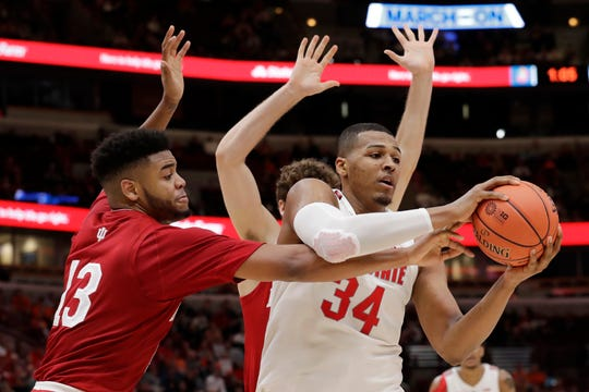 Ohio State's Kaleb Wesson (34) had 17 points and 13 rebounds in his first game back from a three-game suspension.