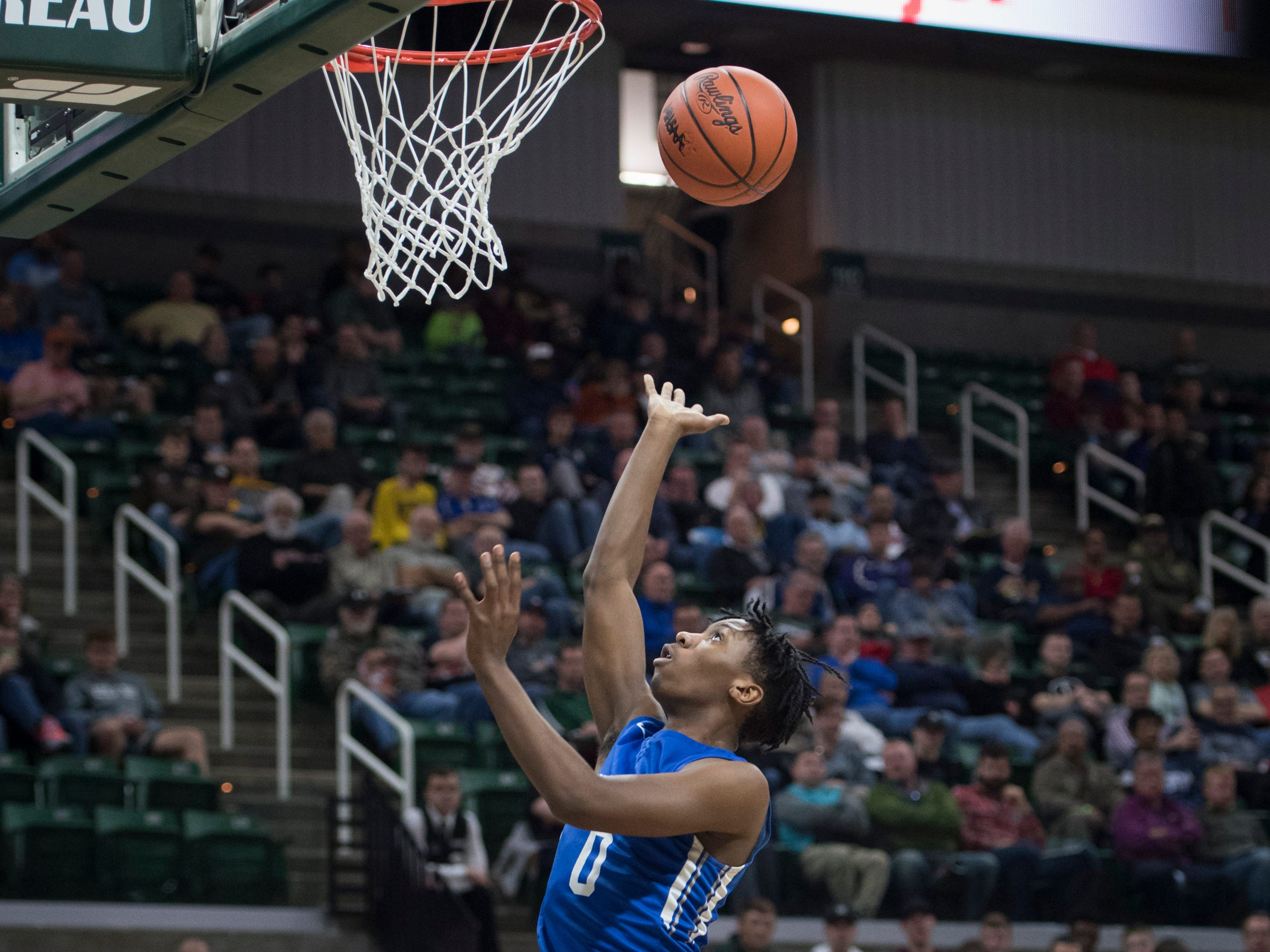 Southfield Christian's Rahmon Scruggs shoots a layup in the first half.