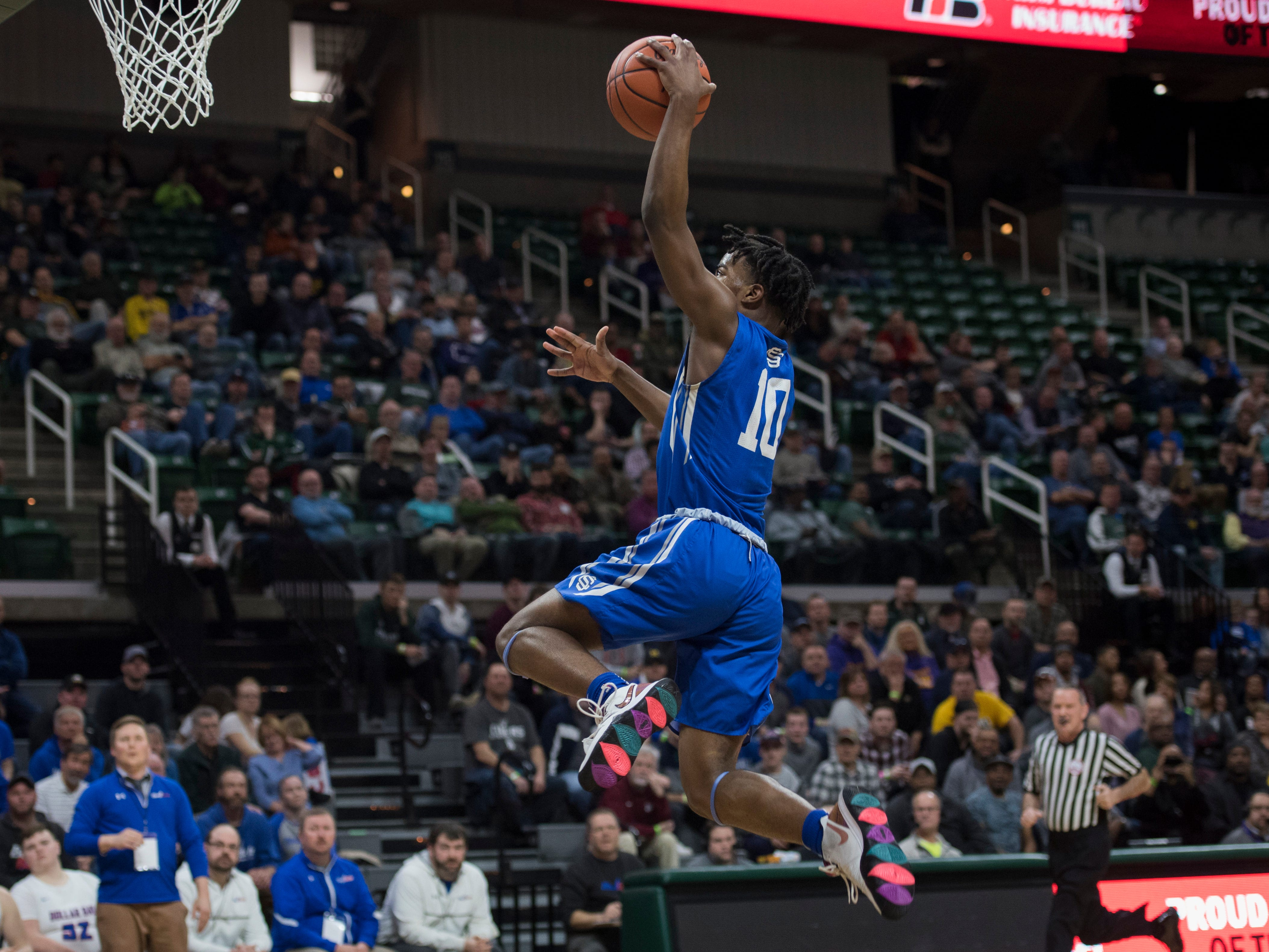 Southfield Christian's Jon Sanders shoots a layup in the first half.