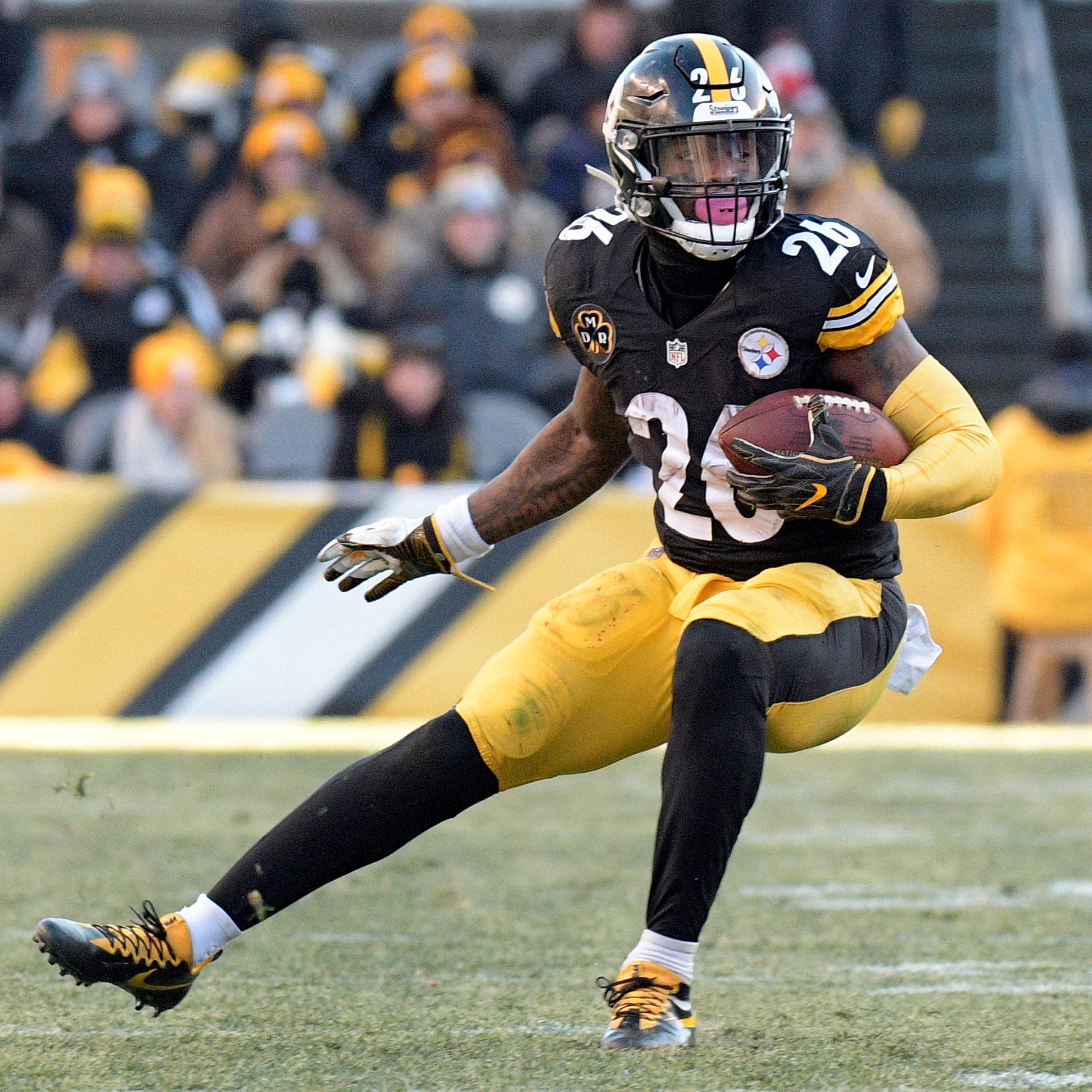 Wednesday's NFL: Le'Veon Bell 'back in the green,' headed to Jets