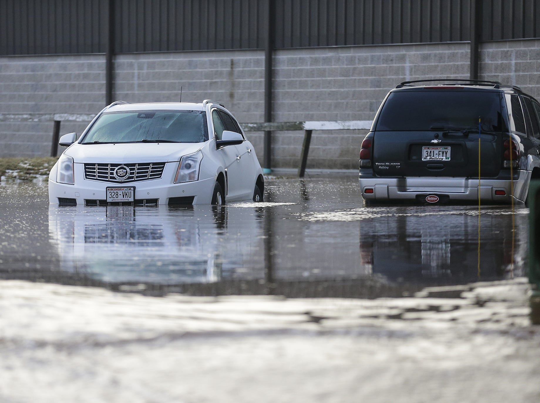 Flood waters partialy submerge cars in a driveway Thursday, March 14, 2019 on Military Road in Fond du Lac, Wis. Ice jams on the east branch of the Fond du Lac River caused localized flooding problems in the city. Doug Raflik/USA TODAY NETWORK-Wisconsin