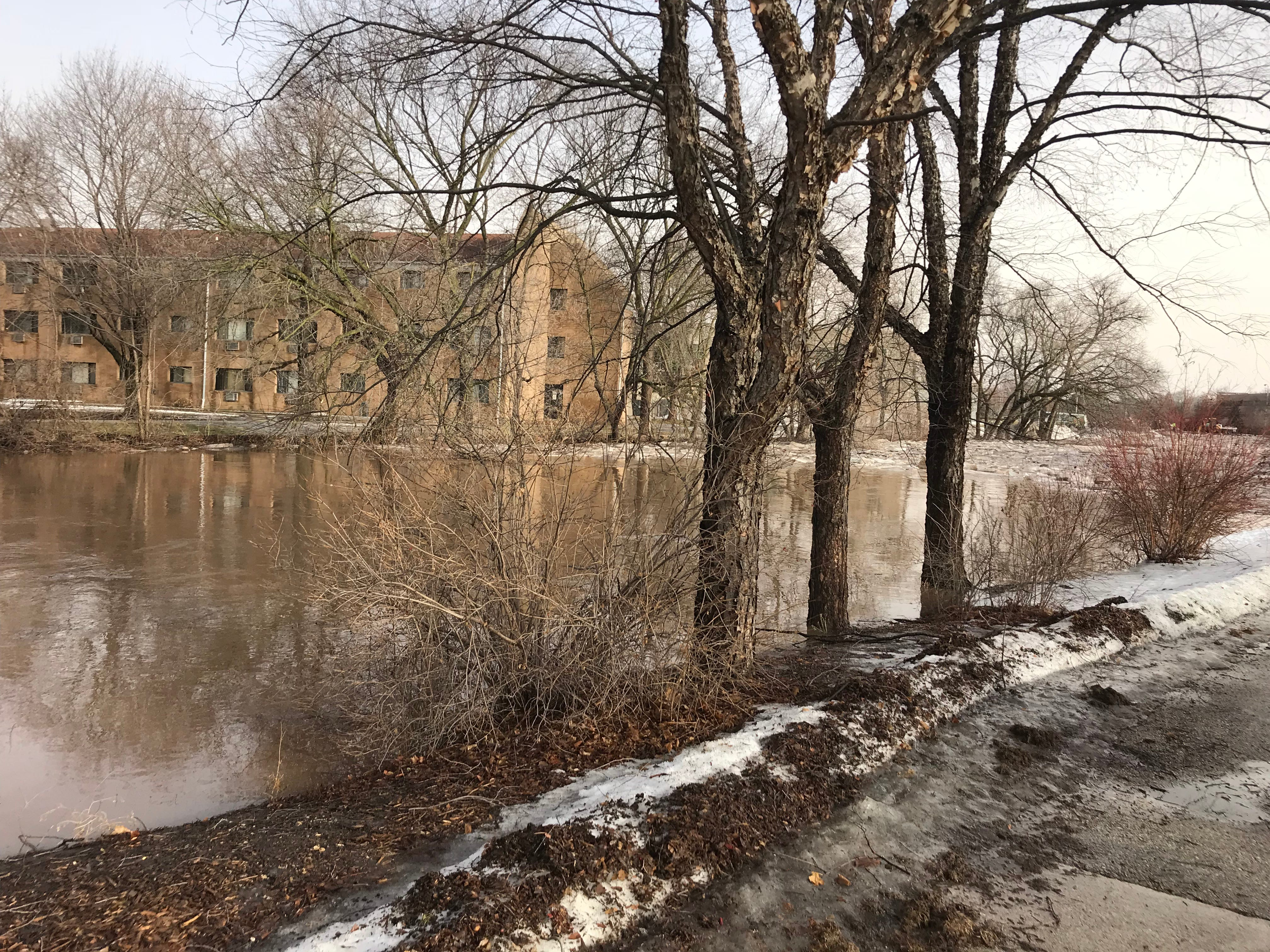 An apartment complex on Western Avenue was evacuated Thursday morning due to the rising water level in the Fond du Lac River.
