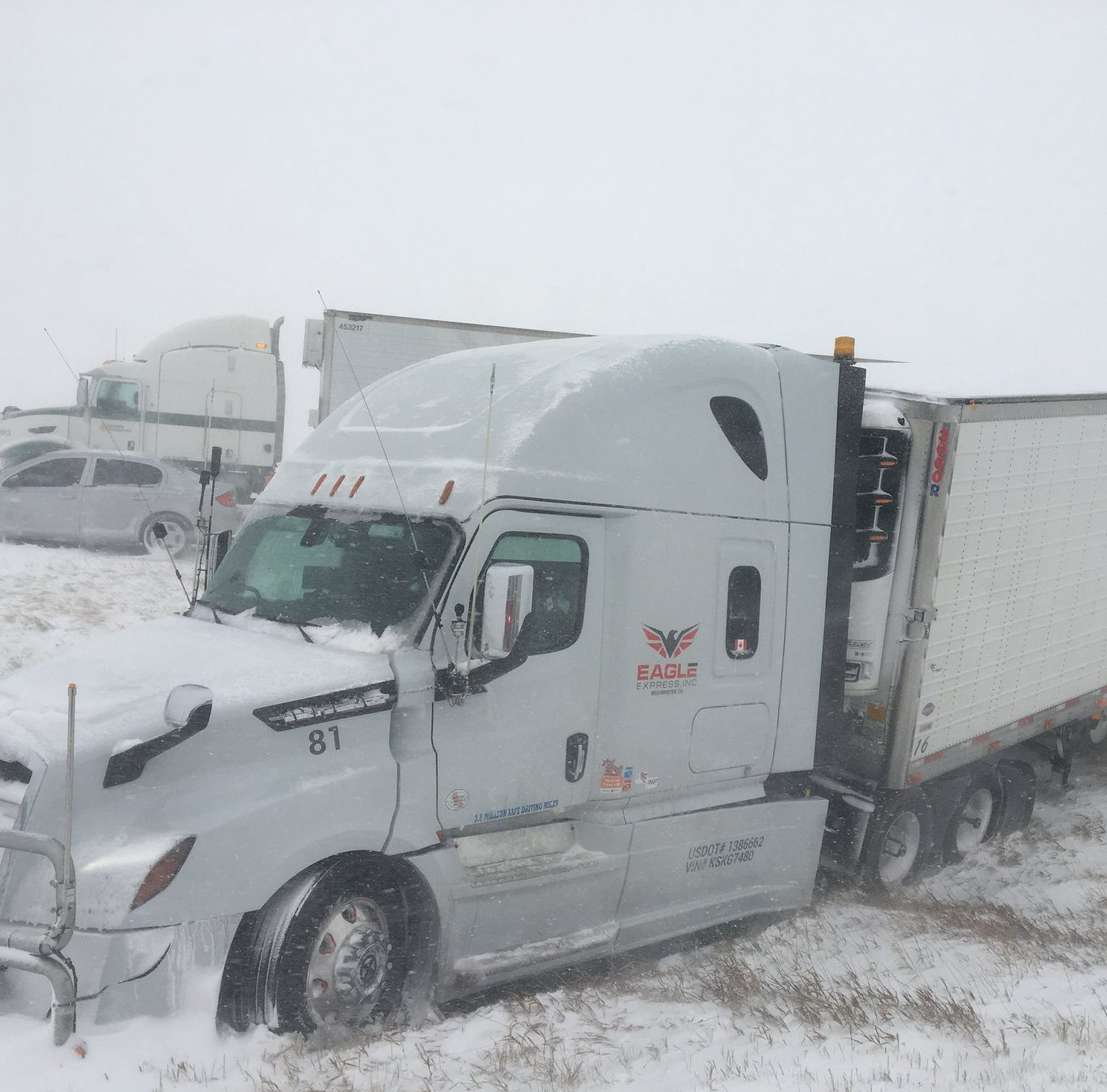 100 cars involved in several crashes in one-mile stretch of I-25