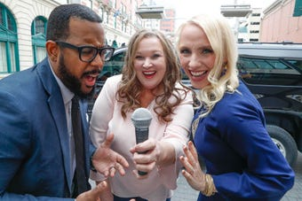 IndyStar's Justin Mack tries out Uber 'caraoke' with driver Angela Byers and International Recording Artist, Anita Lerche, 2/27/2019.