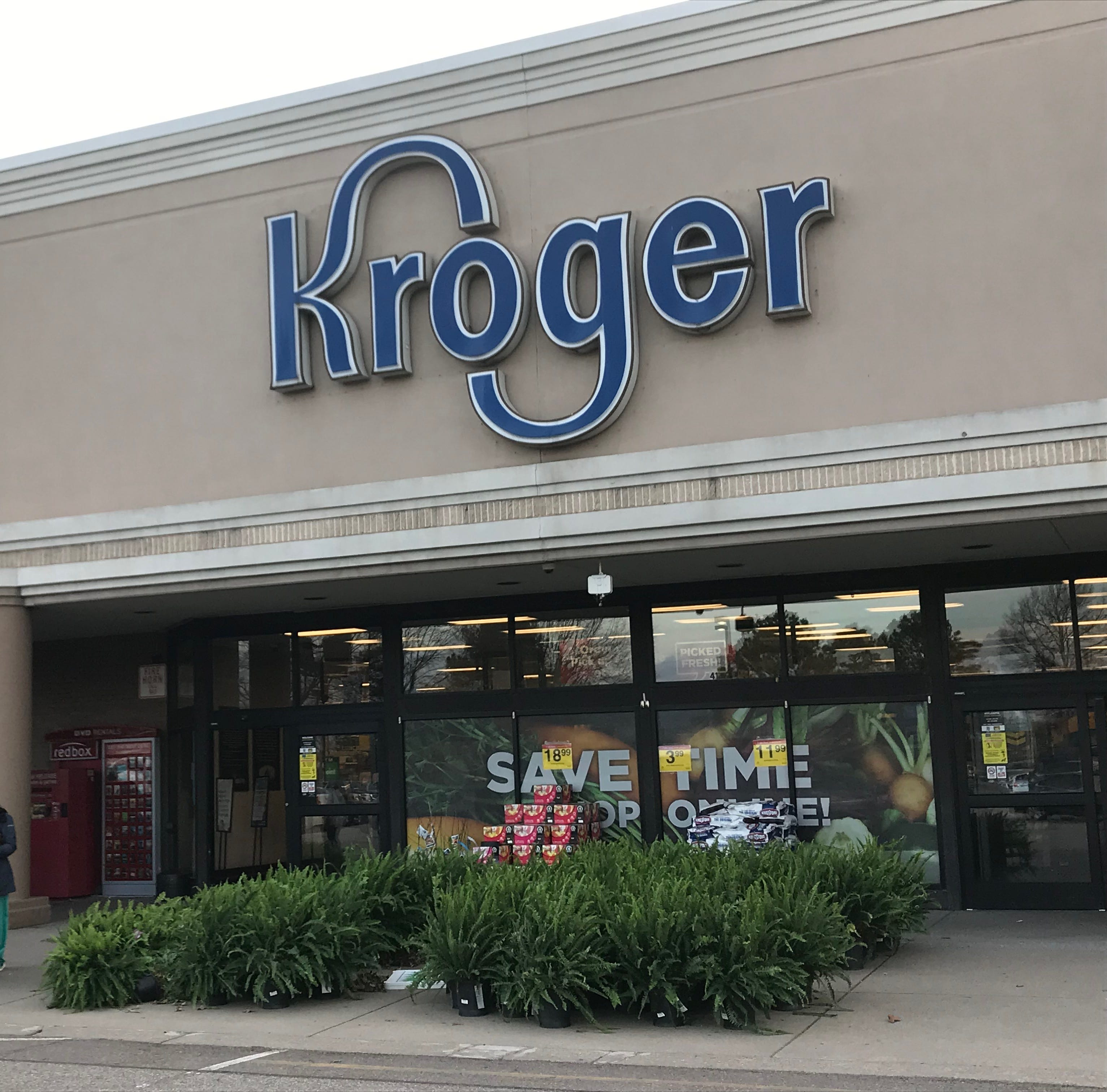 Different Kroger, similar situation: Customers perform CPR on another man