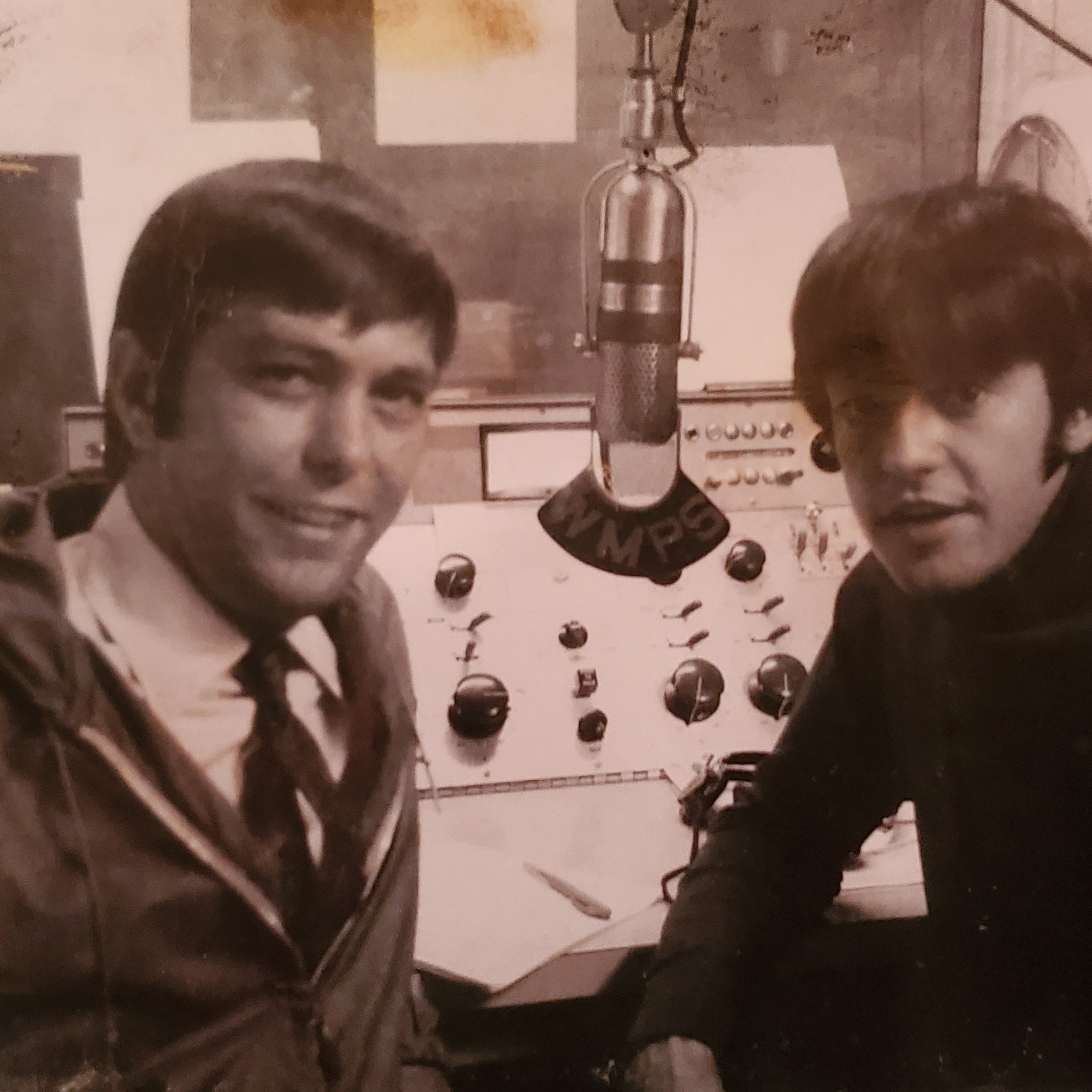 Johnny Dark, the Memphis deejay and TV broadcaster who introduced the Beatles, has died