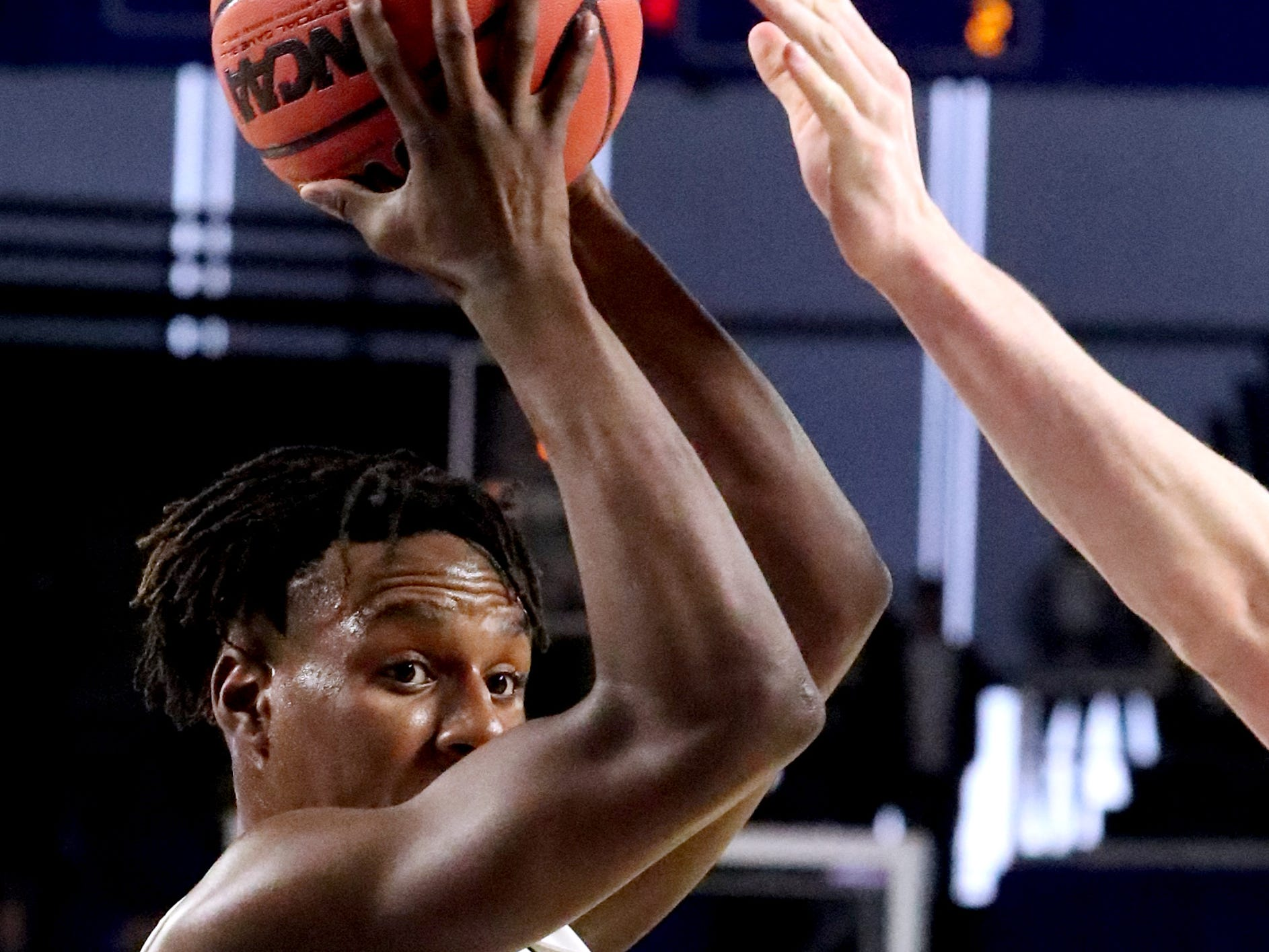 Oakland's Mandrell Grant (4) looks for a player to pass to during the quarterfinal round of the TSSAA Class AAA Boys State Tournament against Brentwood, on Thursday, March 14, 2019, at Murphy Center in Murfreesboro, Tenn.