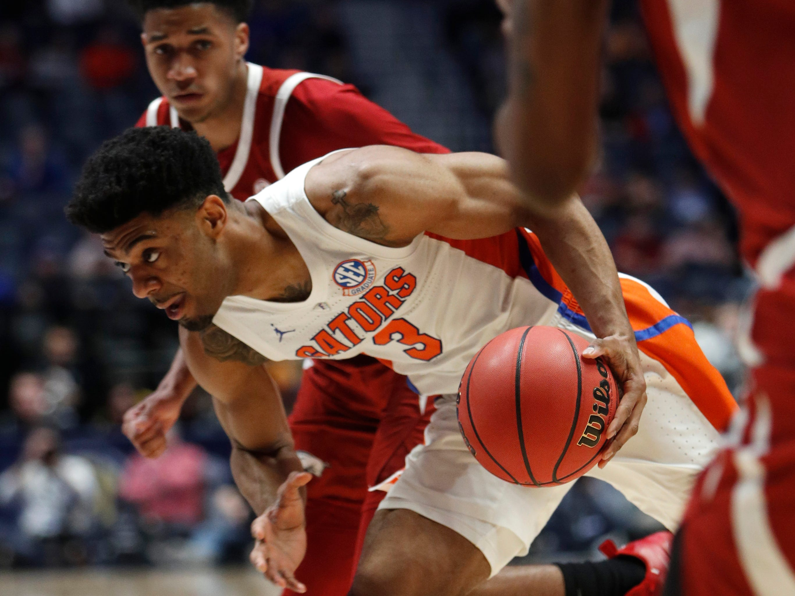 Florida guard Jalen Hudson (3) moves hte ball during the second half of the SEC Men's Basketball Tournament game at Bridgestone Arena in Nashville, Tenn., Thursday, March 14, 2019.