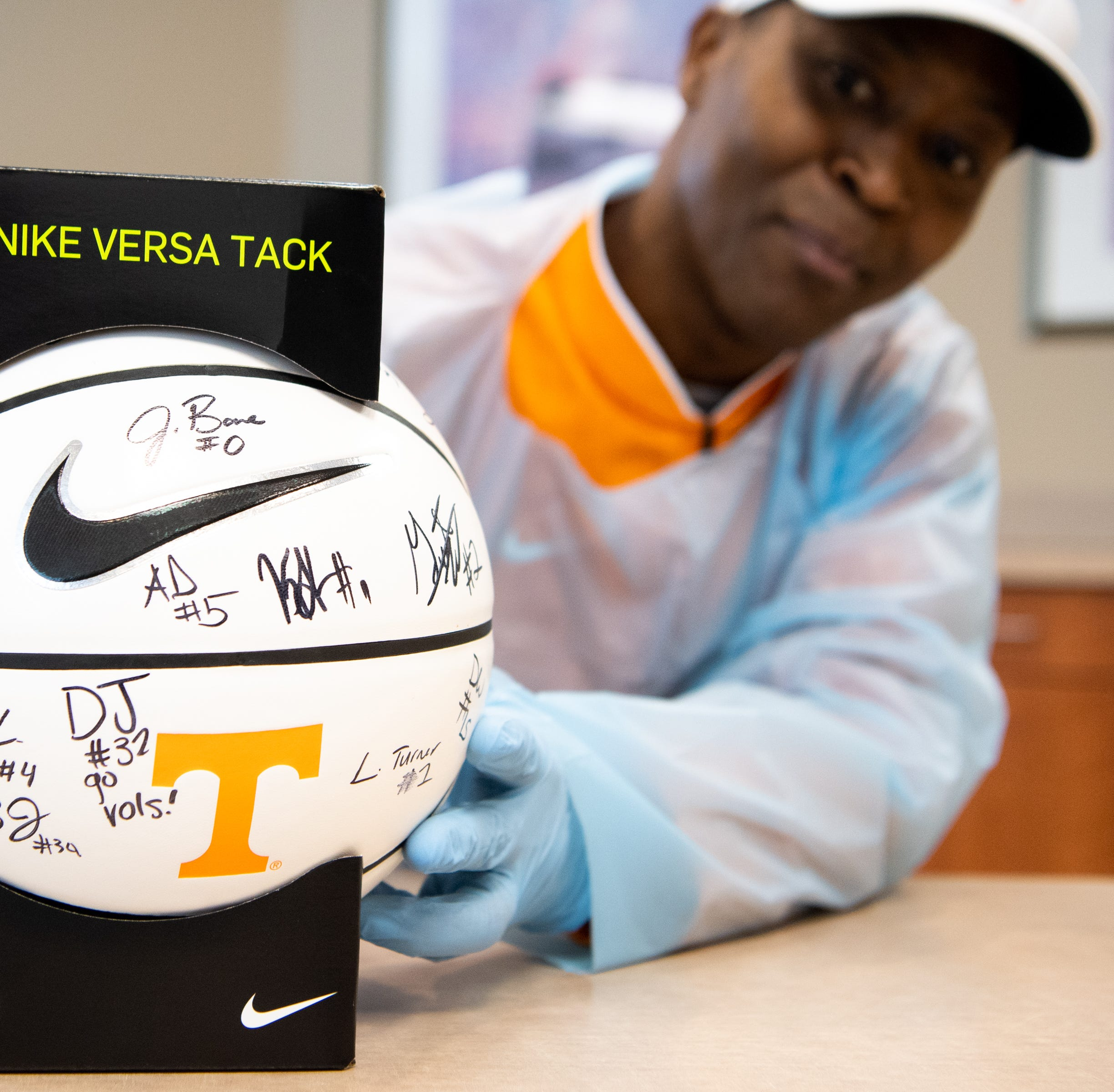 Tennessee basketball great Tony White, fighting leukemia, reunites with Rick Barnes' team