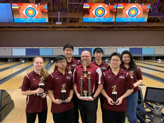 Leonia won the 2018-19 NJIC Patriot Division bowling championship.