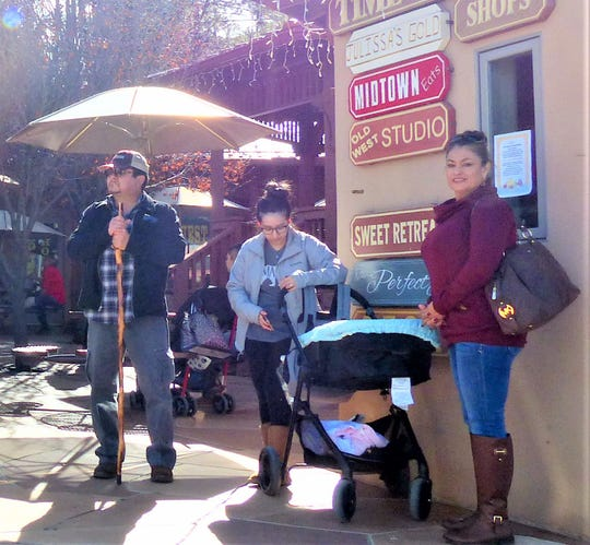 Taking a few minutes out, shoppers decide where to have lunch in midtown Ruidoso.