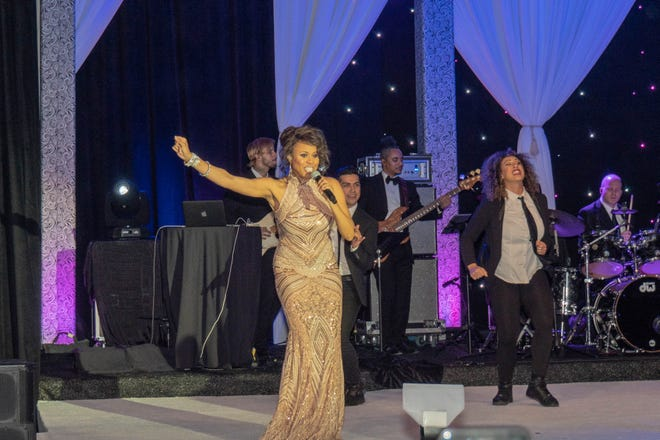 Deborah Cox wows the audience with her powerful song styles