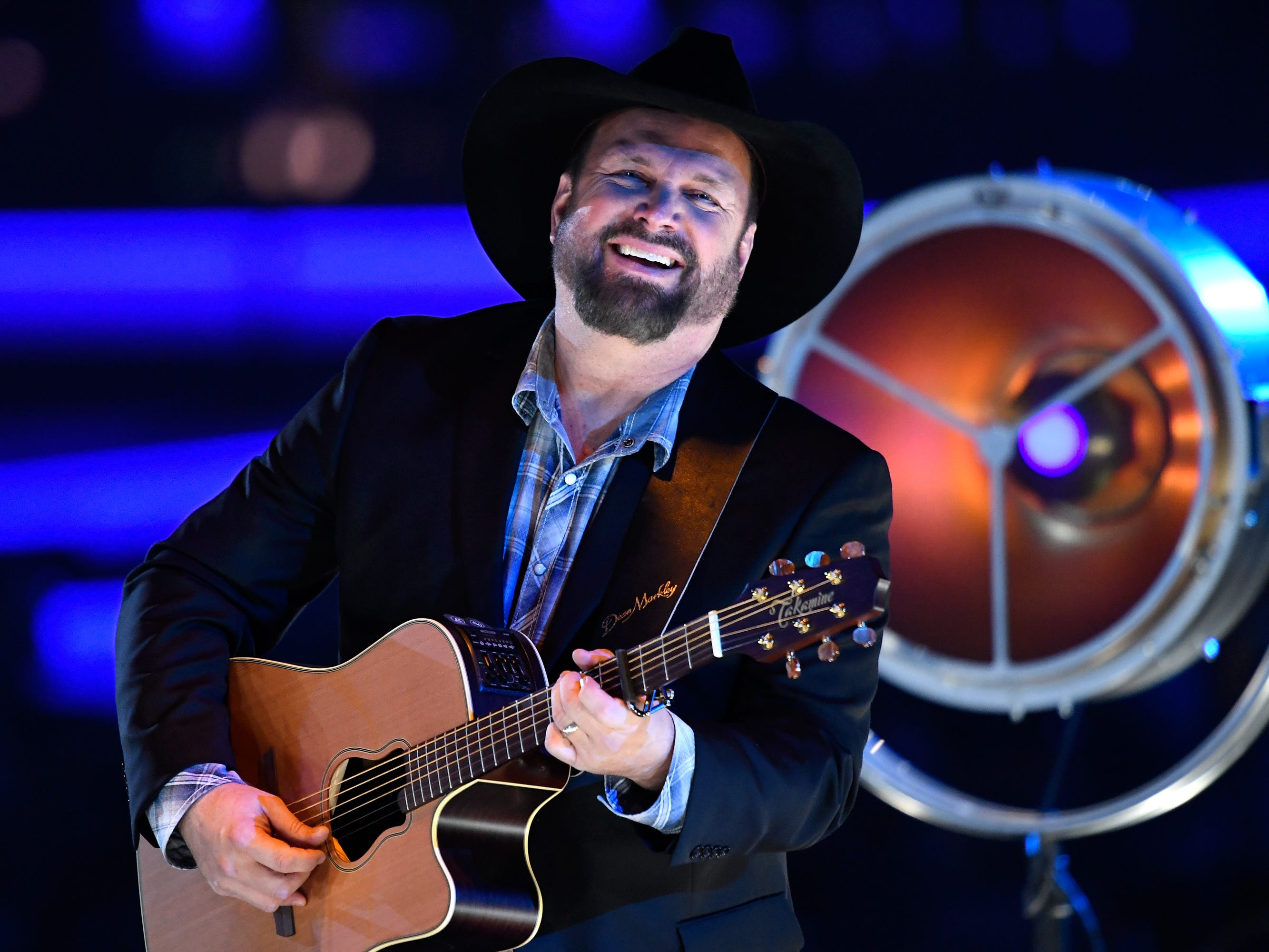 Seeing Garth Brooks stadium tour in Glendale? Here's what you need to know