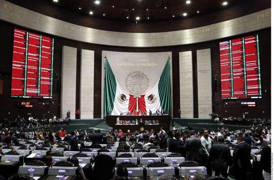 Senadores en México votaron ley en contra del matrimonio entre menores de edad, sin excepciones.