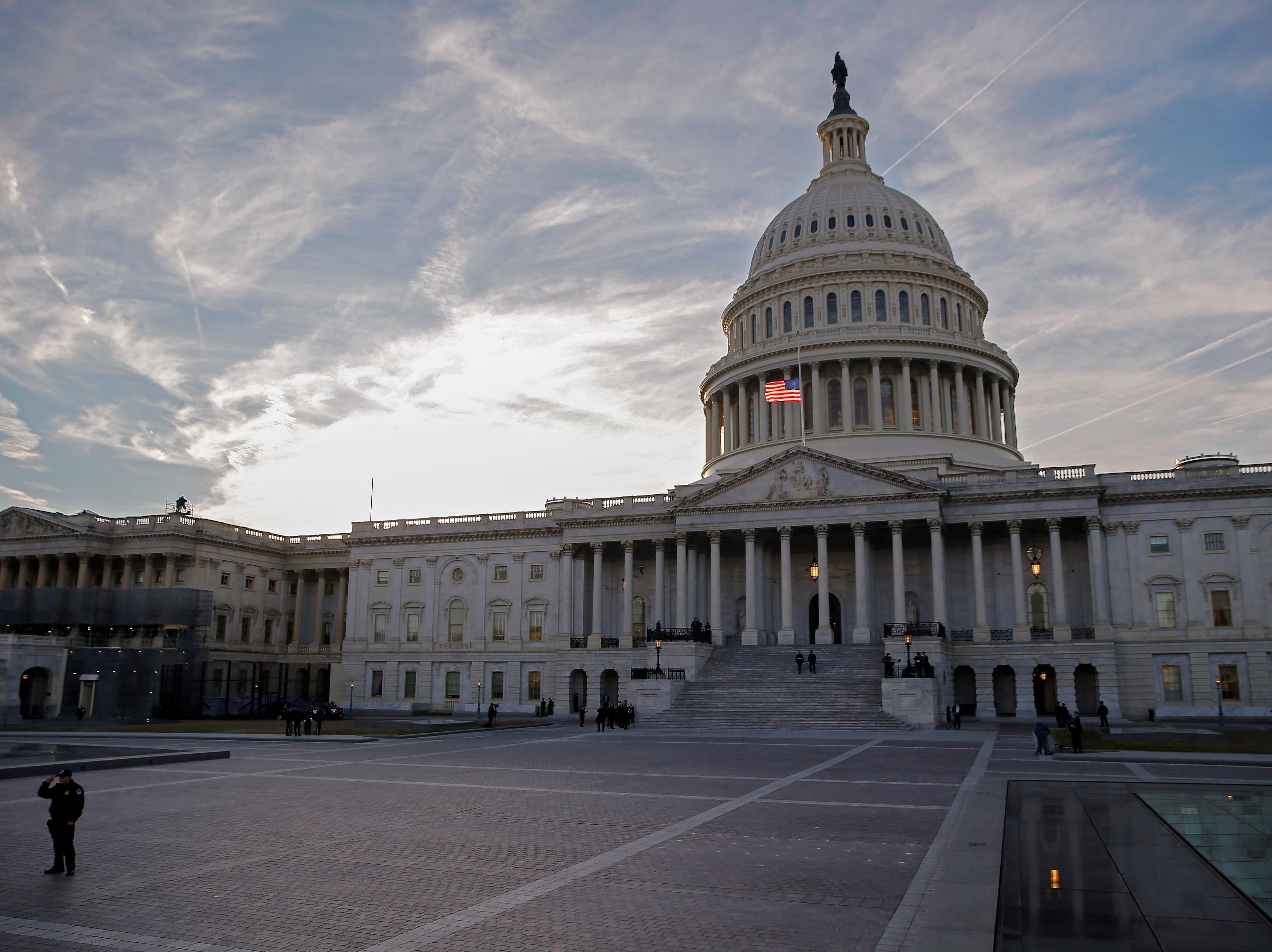 Senado rechaza declaración de emergencia de Trump