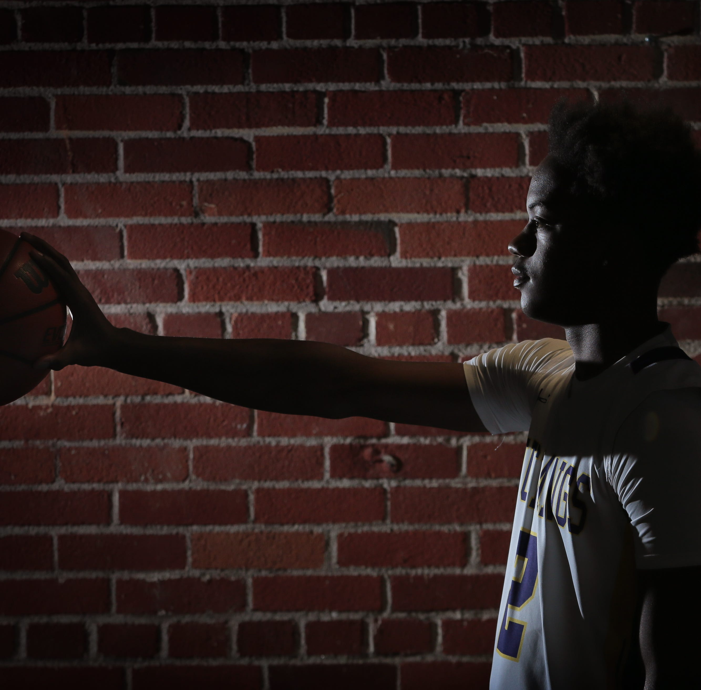 El Paso high school basketball: Burges' Tristen Newton commits to East Carolina