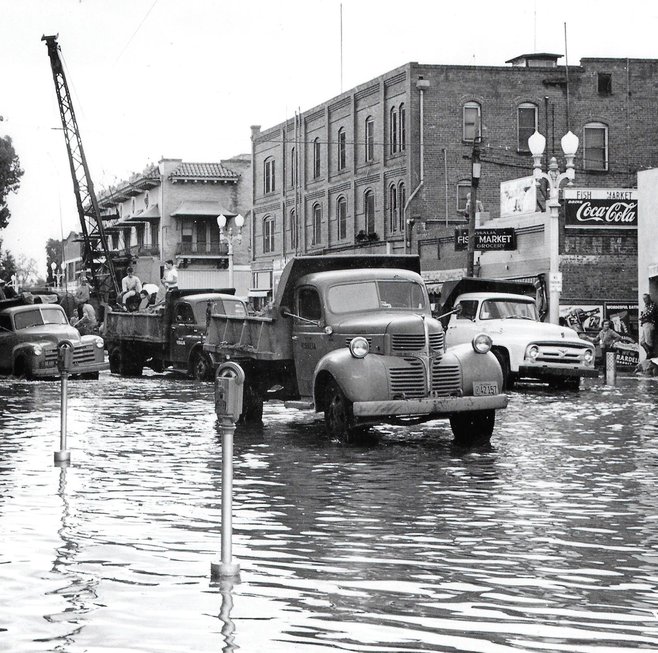 Life before Terminus Dam: 'Houses and cars floating' down the streets of Visalia