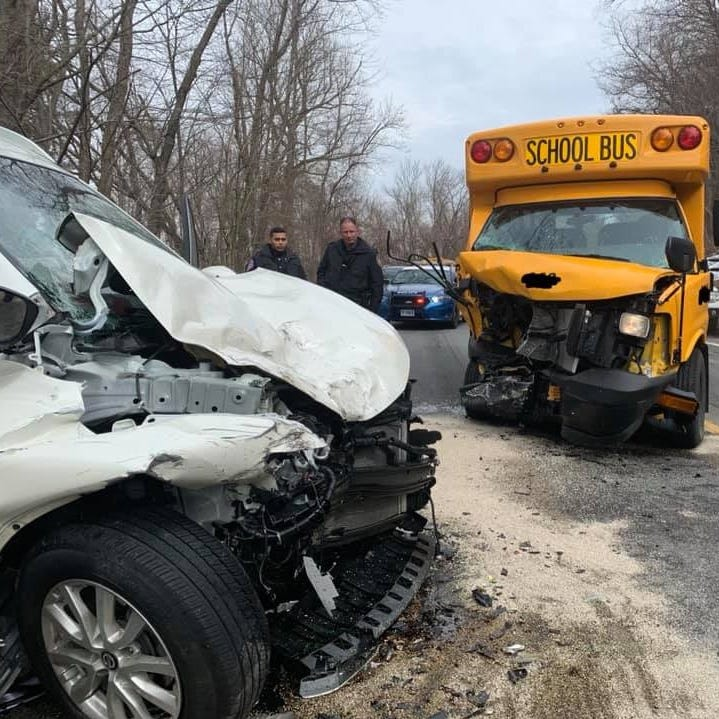 Peekskill: 4 injured in head-on school bus crash on Bear Mountain State Parkway