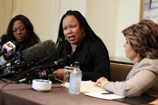 (L-R) Rochelle Washington, Latresa Scaff and attorney Gloria Allred speak at the press conference as two new accusers of R. Kelly misconduct come forward at Lotte New York Palace on February 21, 2019 in New York City. 1131229906