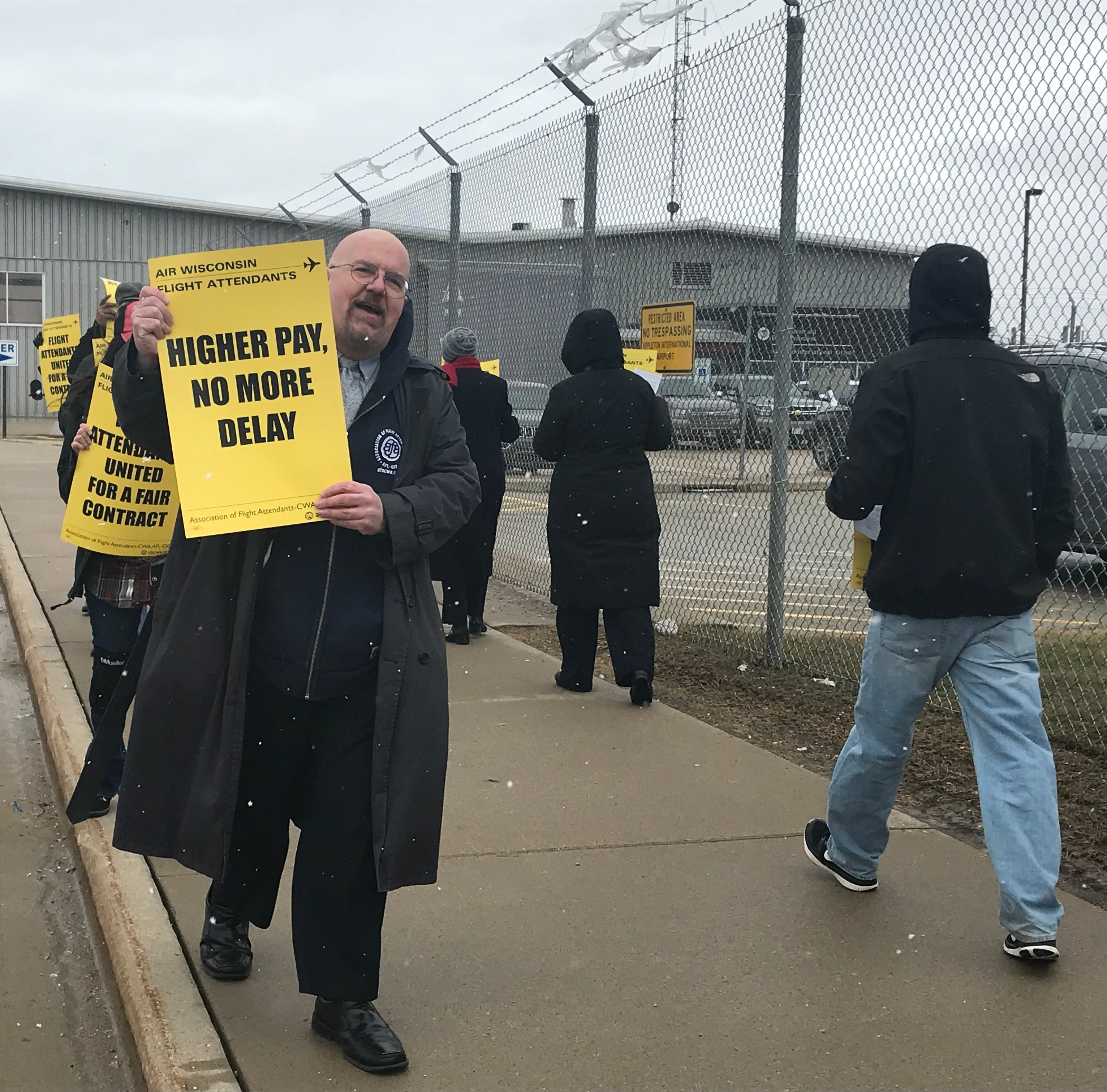 Air Wisconsin flight attendants seek higher wages in protest at Appleton International Airport facility