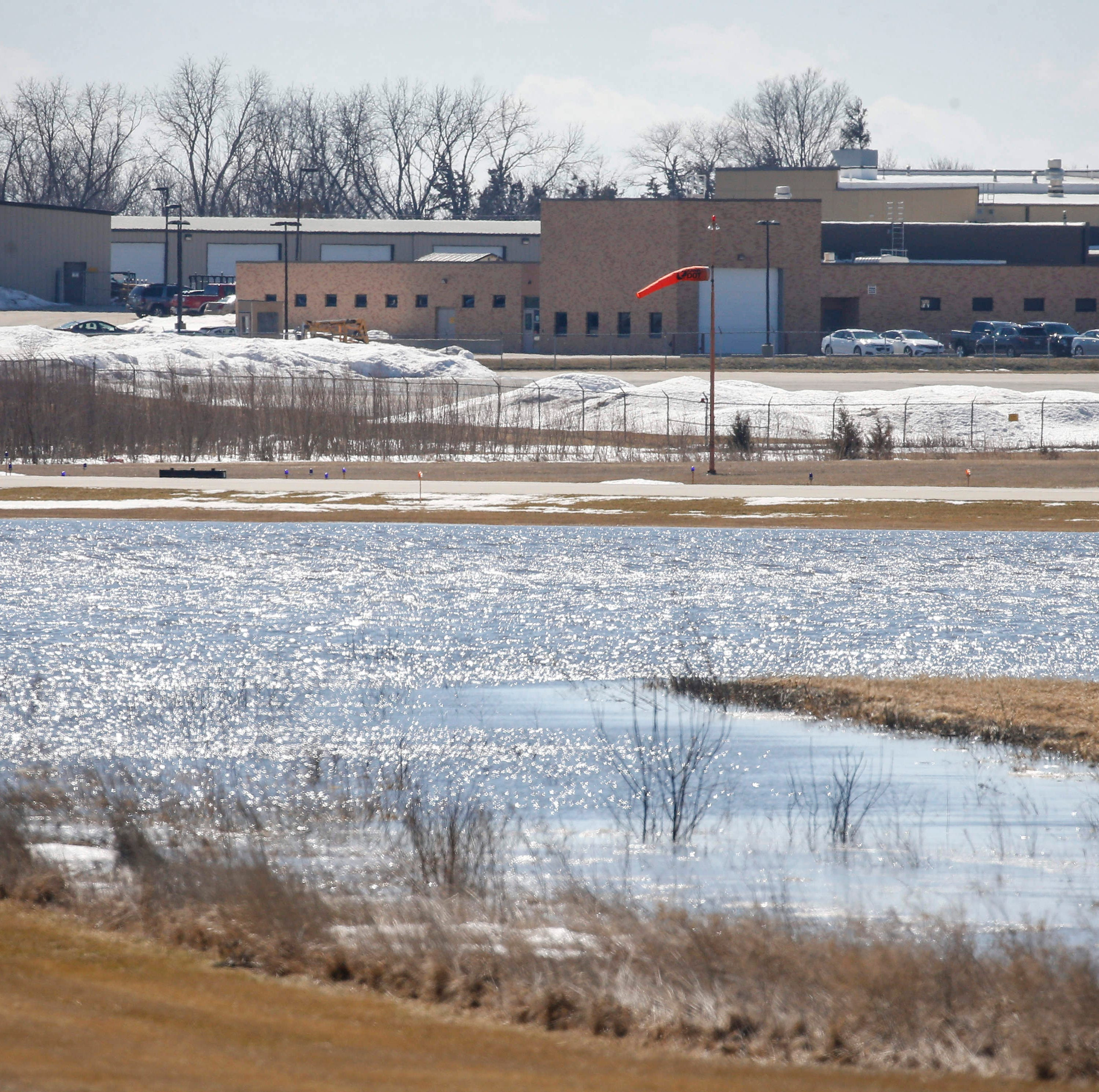 Dry forecast helps, but doesn't stop western Iowa rivers from reaching record levels