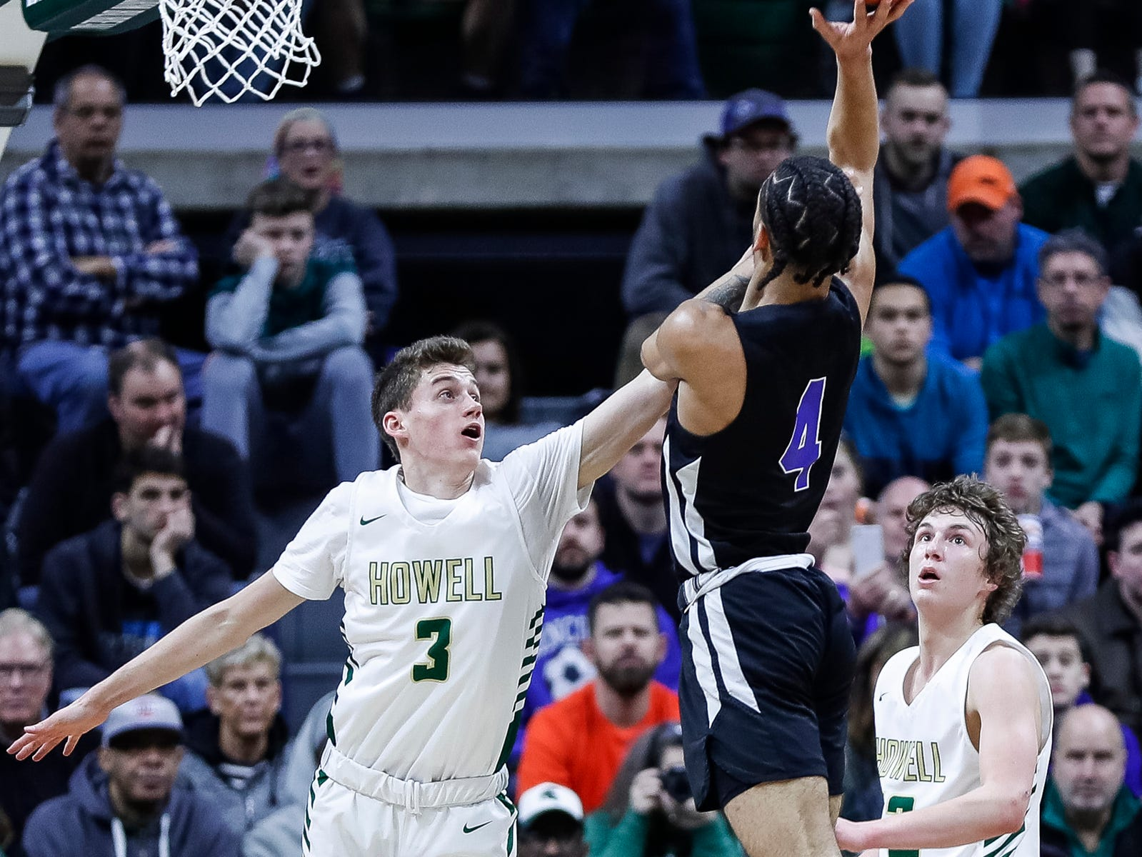 Ypsilanti Lincoln's Amari Frye (4) shoots against Howell's Kip French (3) during the first half of MHSAA Division 1 semifinal at the Breslin Center in East Lansing, Friday, March 15, 2019.