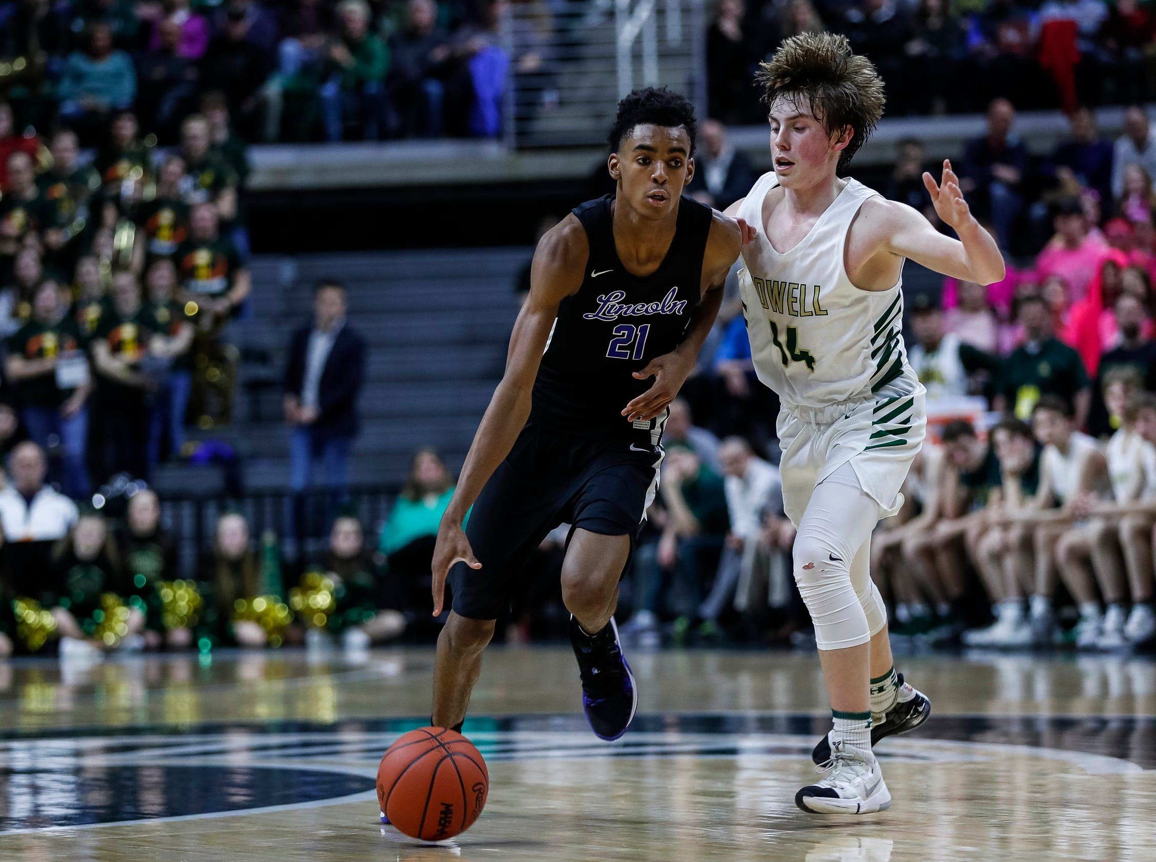 Ypsilanti Lincoln's Emoni Bates (21) is defended by Howell's Bobby Samples (14) during the second half of MHSAA Division 1 semifinal at the Breslin Center in East Lansing, Friday, March 15, 2019.