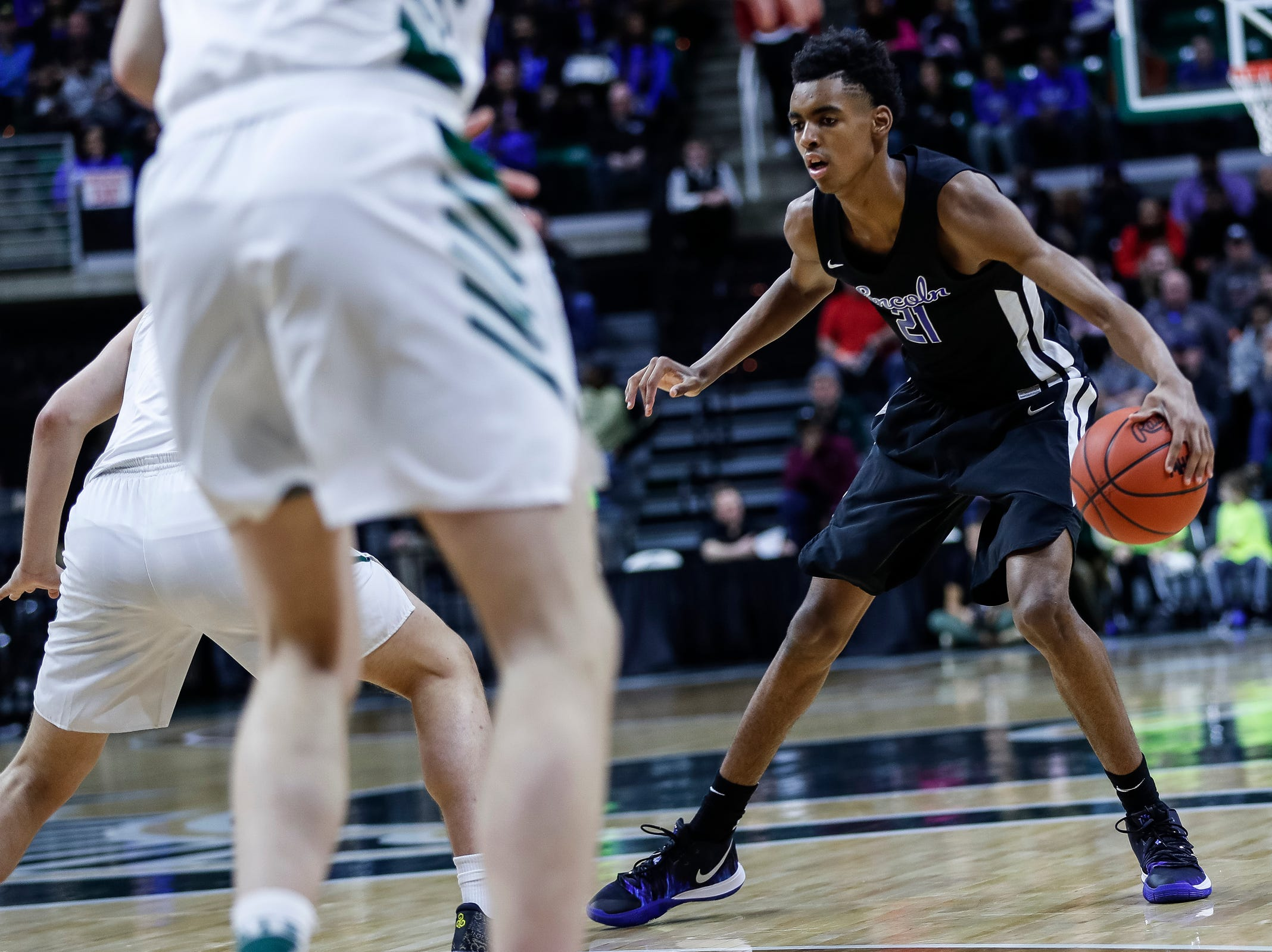 Ypsilanti Lincoln's Emoni Bates (21) dribbles against Howell during the first half of MHSAA Division 1 semifinal at the Breslin Center in East Lansing, Friday, March 15, 2019.